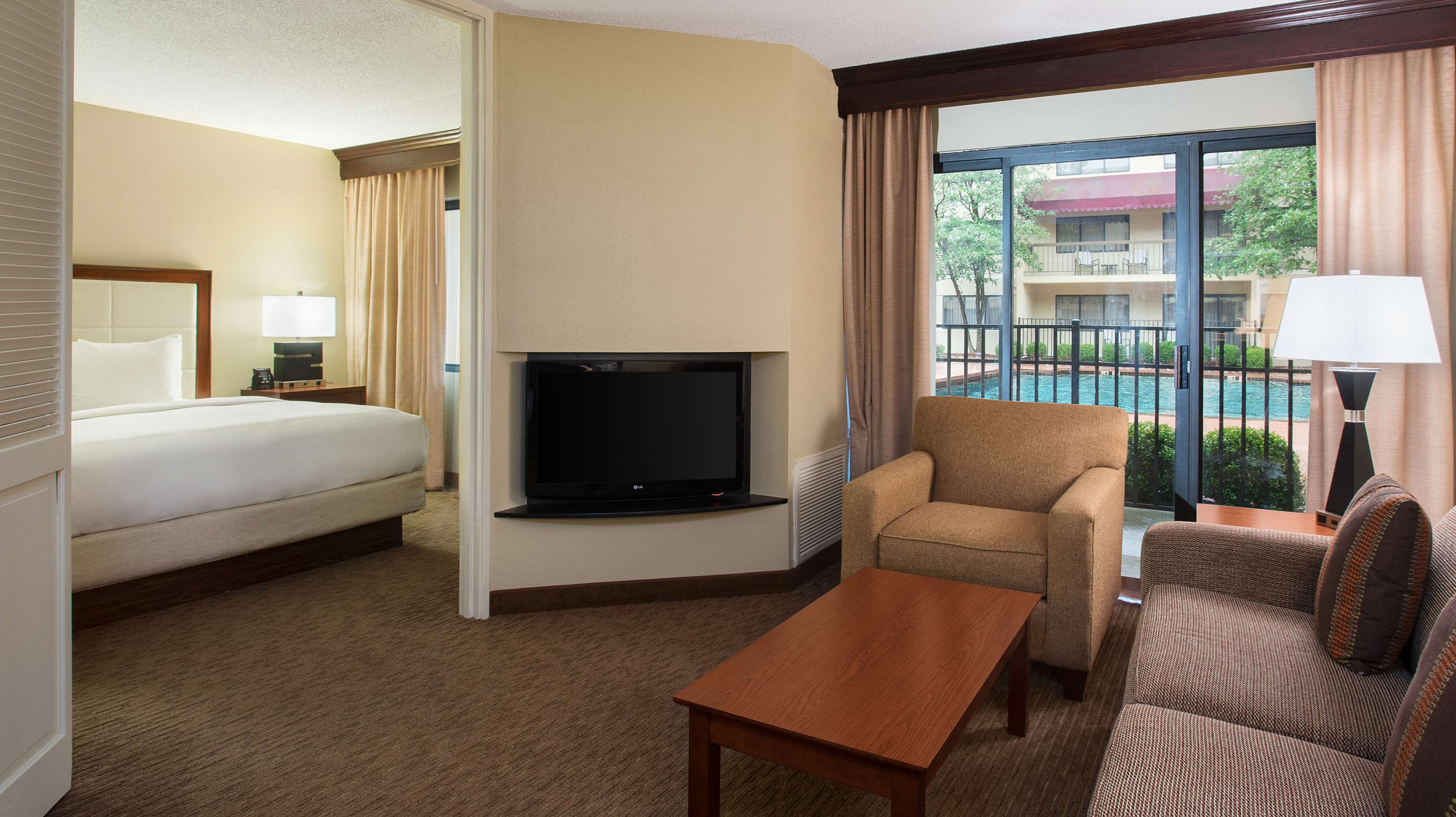 DoubleTree Suites by Hilton Hotel Cincinnati - Blue Ash image 36