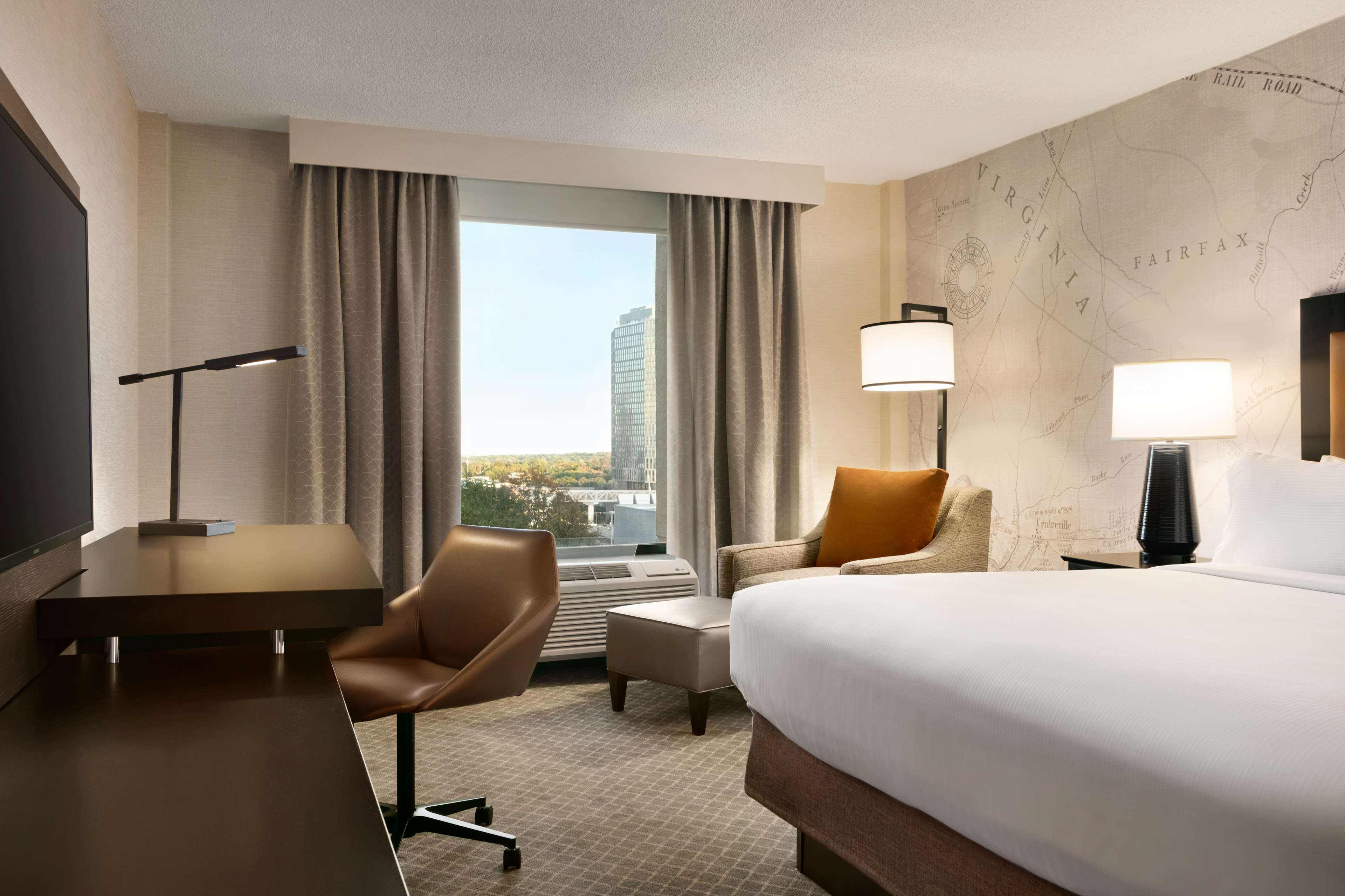 DoubleTree by Hilton McLean Tysons image 18