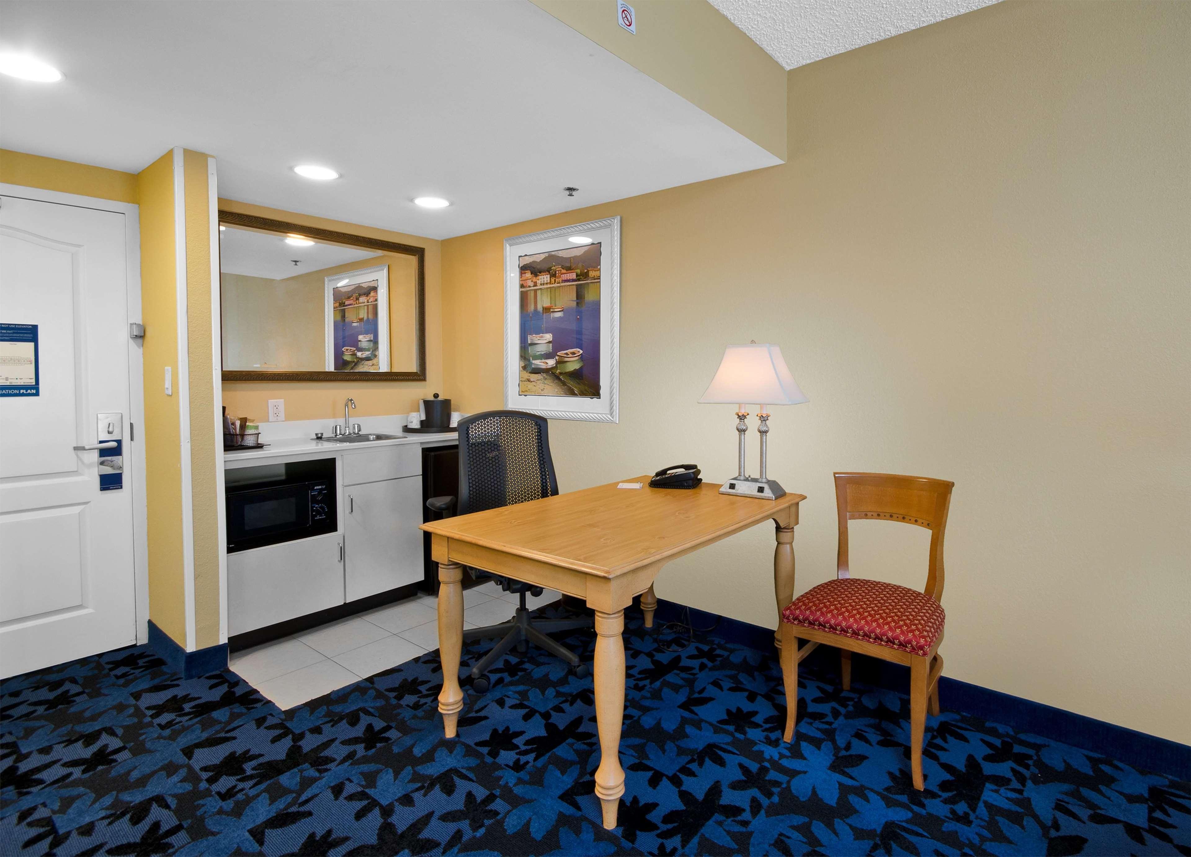 Hampton Inn & Suites Jacksonville South-St. Johns Town Center Area image 36