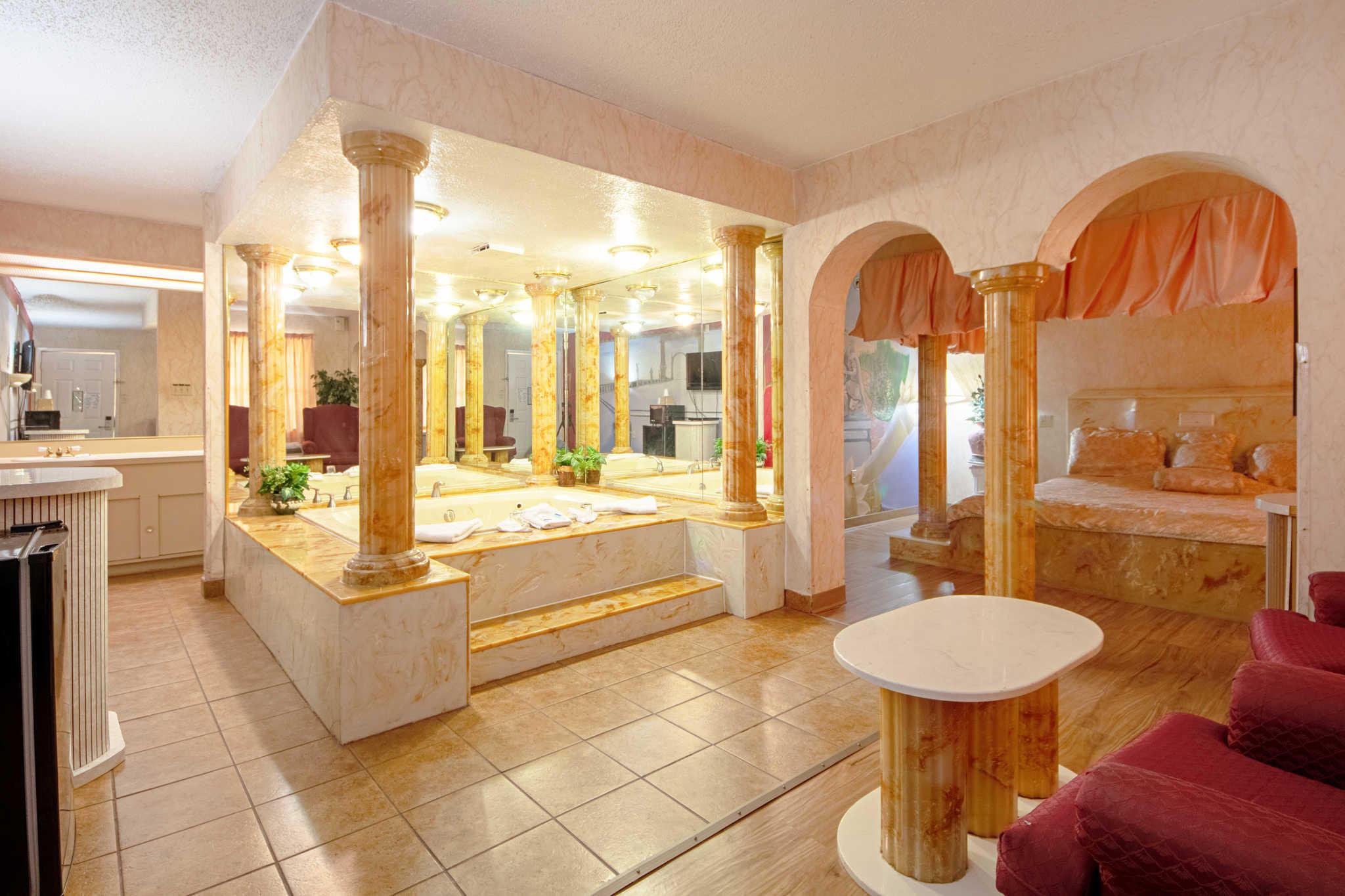 Rodeway Inn & Suites image 41