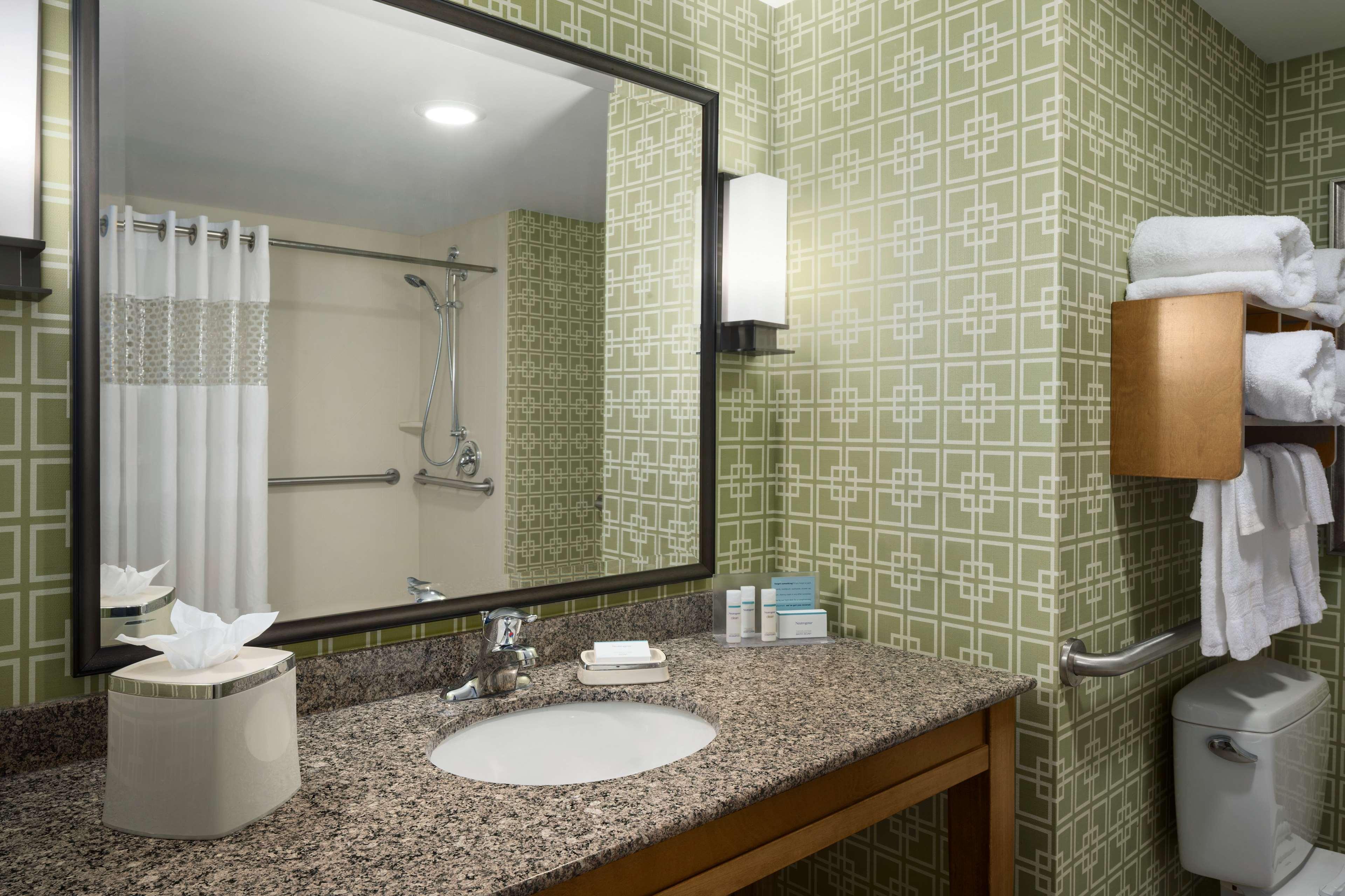 Hampton Inn and Suites Clayton/St Louis-Galleria Area image 25