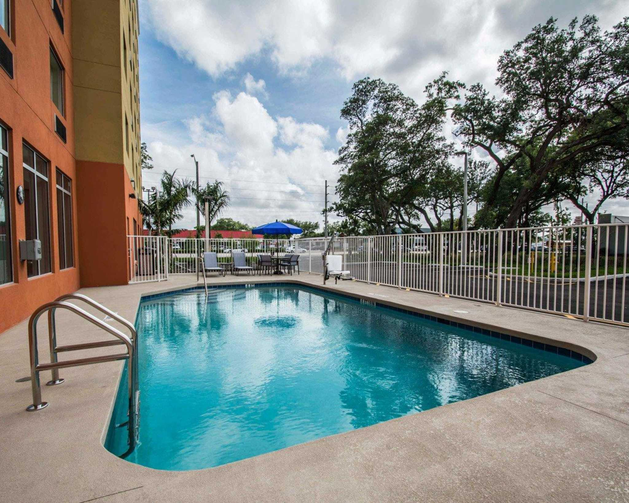 Comfort Suites Fort Lauderdale Airport South & Cruise Port image 26