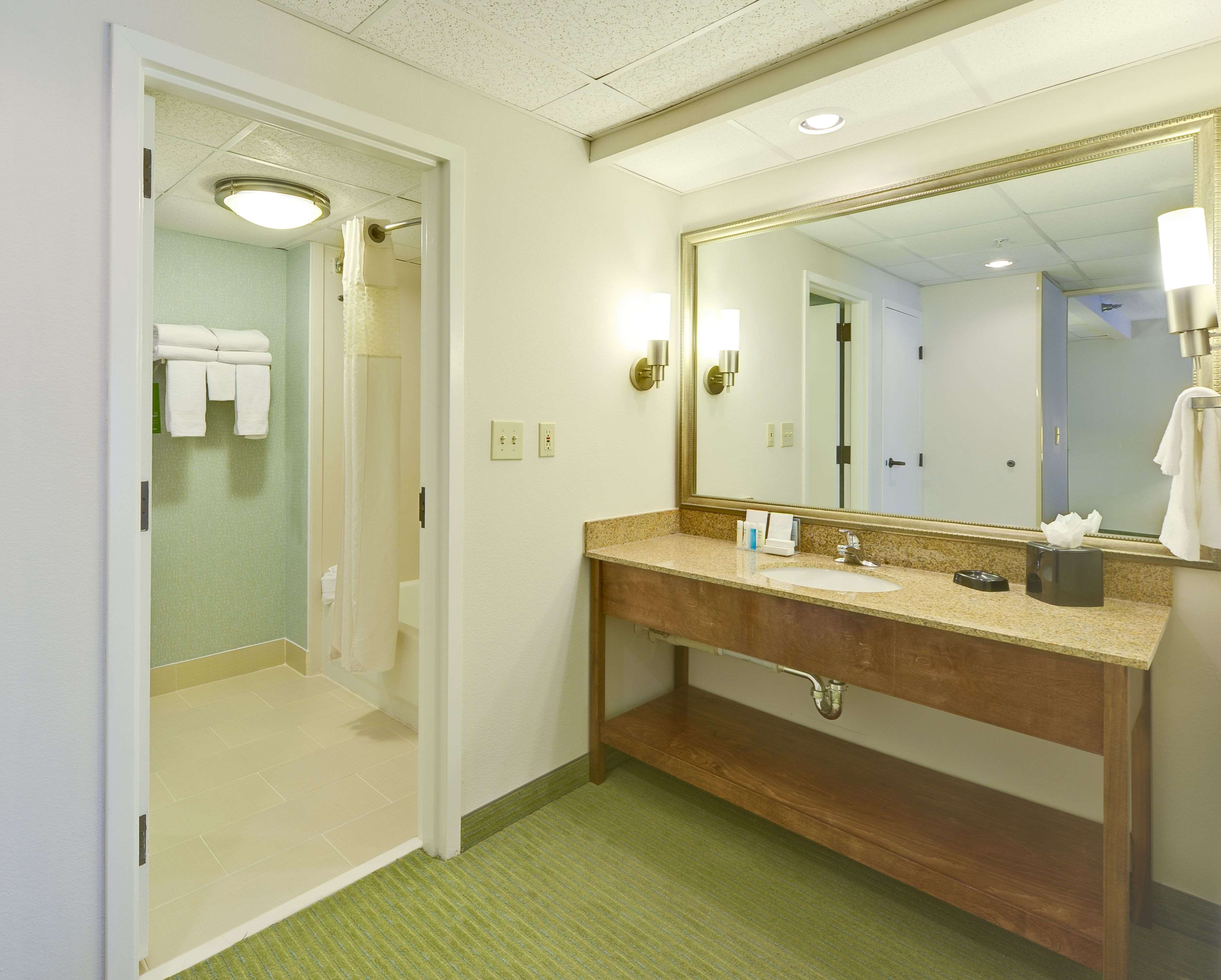 Hampton Inn & Suites Wilmington/Wrightsville Beach image 45