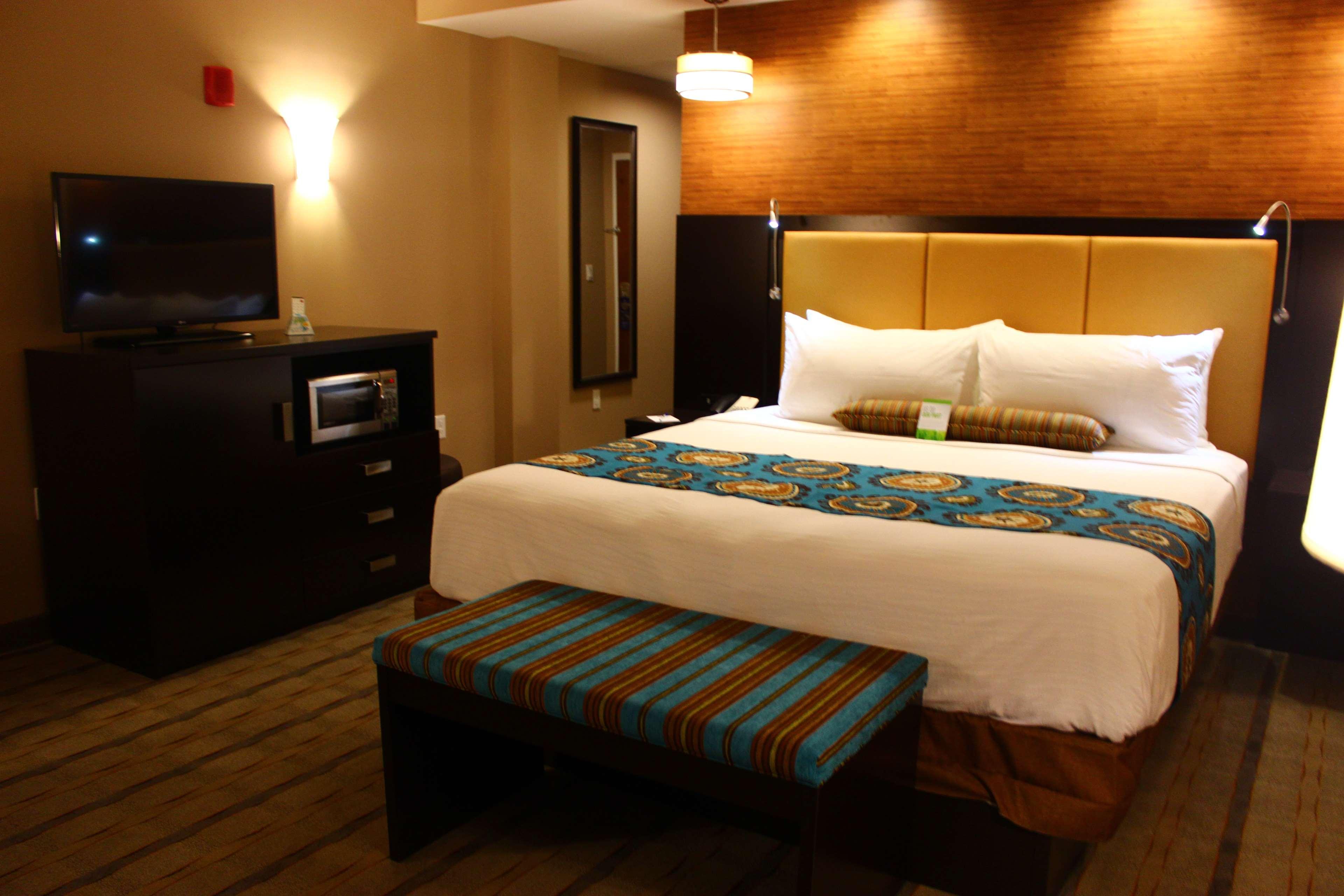 Best Western Plus Kendall Airport Hotel & Suites image 21