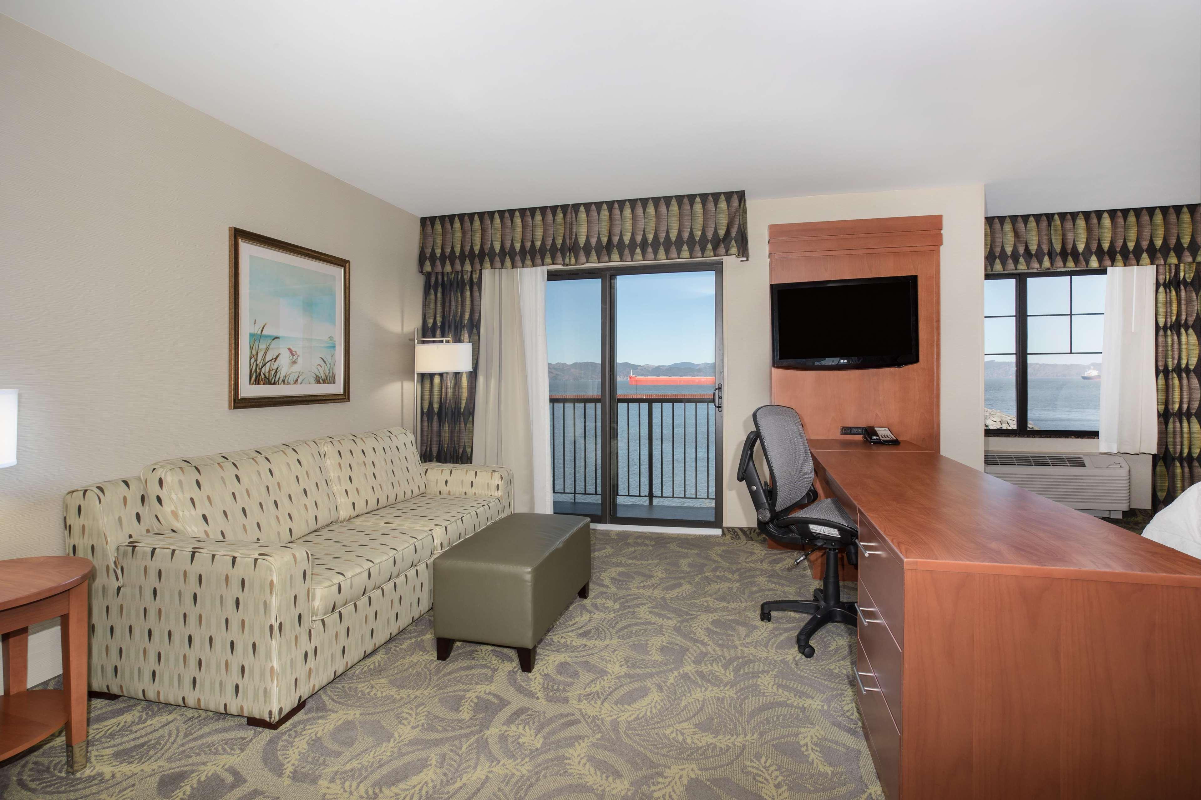 Hampton Inn & Suites Astoria image 67