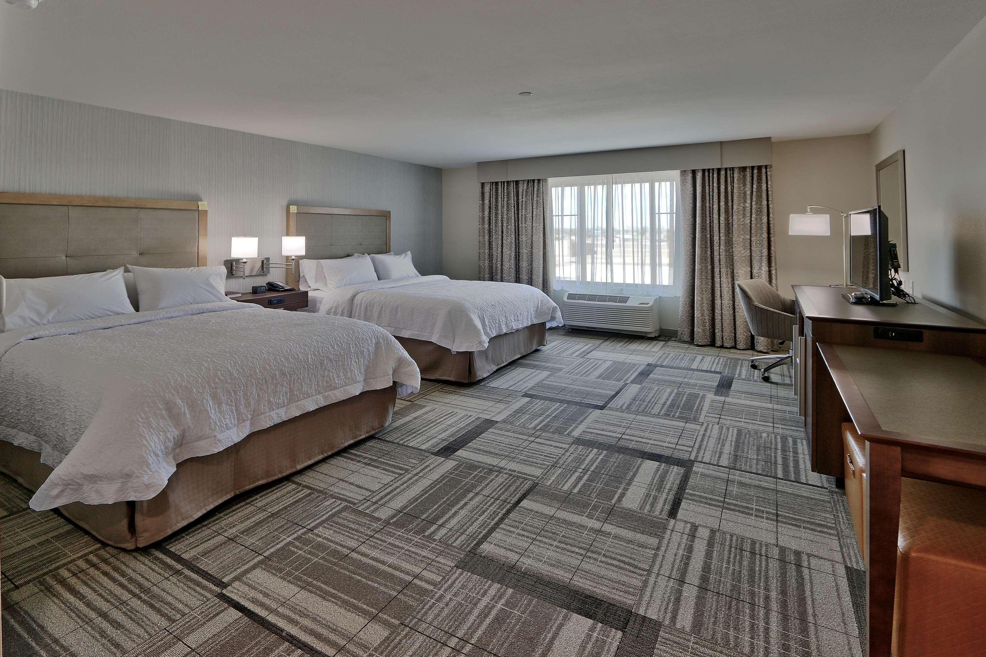 Hampton Inn & Suites Artesia image 11