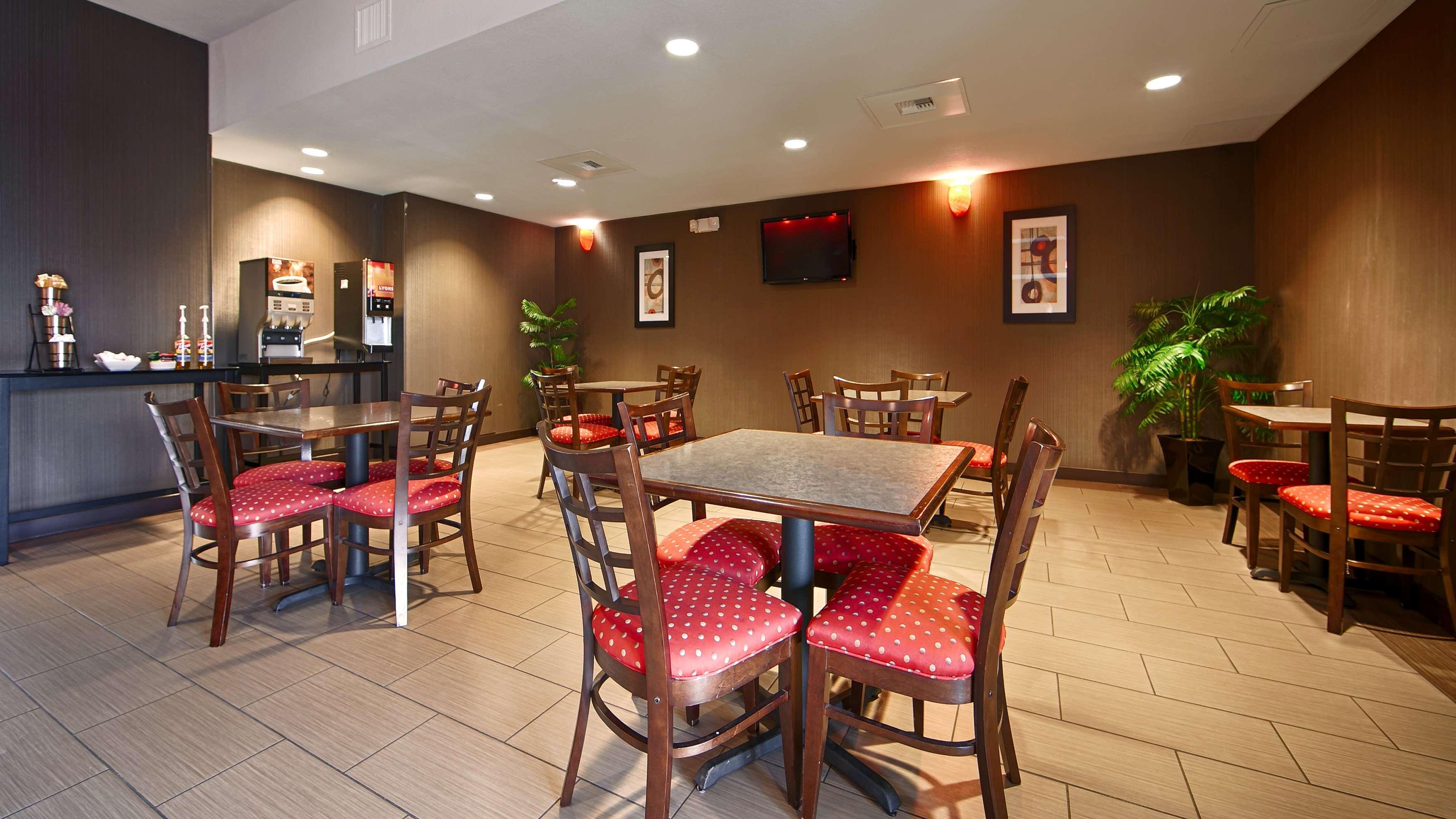 Best Western Plus Austin Airport Inn & Suites image 3