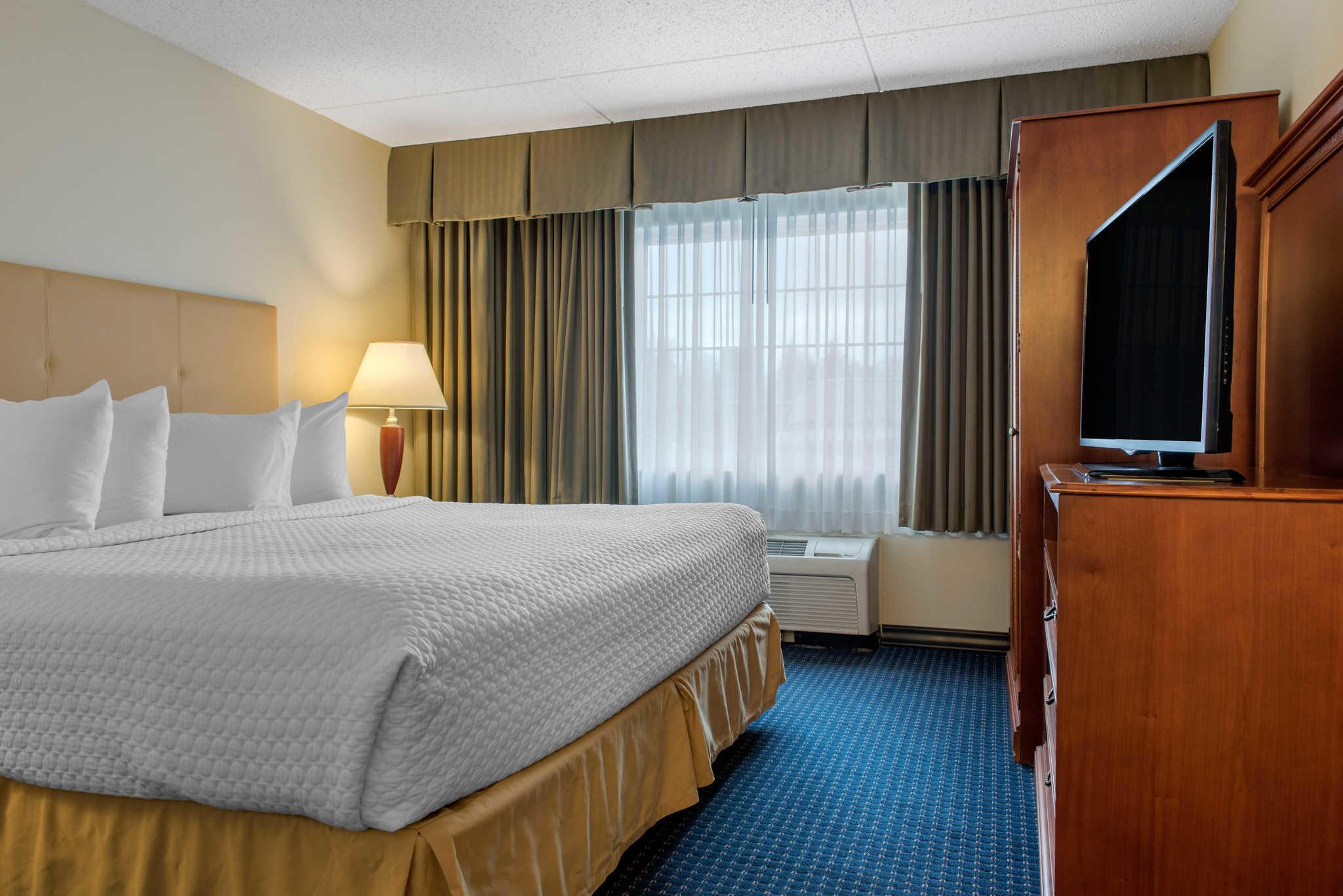 Quality Hotel - Cincinnati Blue Ash image 22
