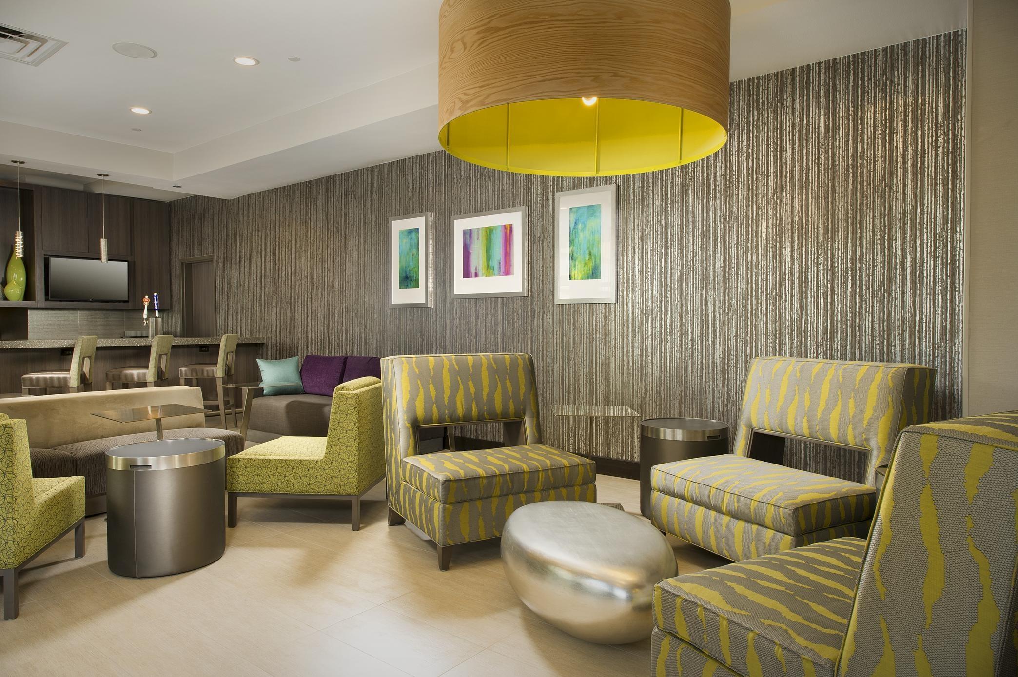 Hilton Garden Inn College Station image 9