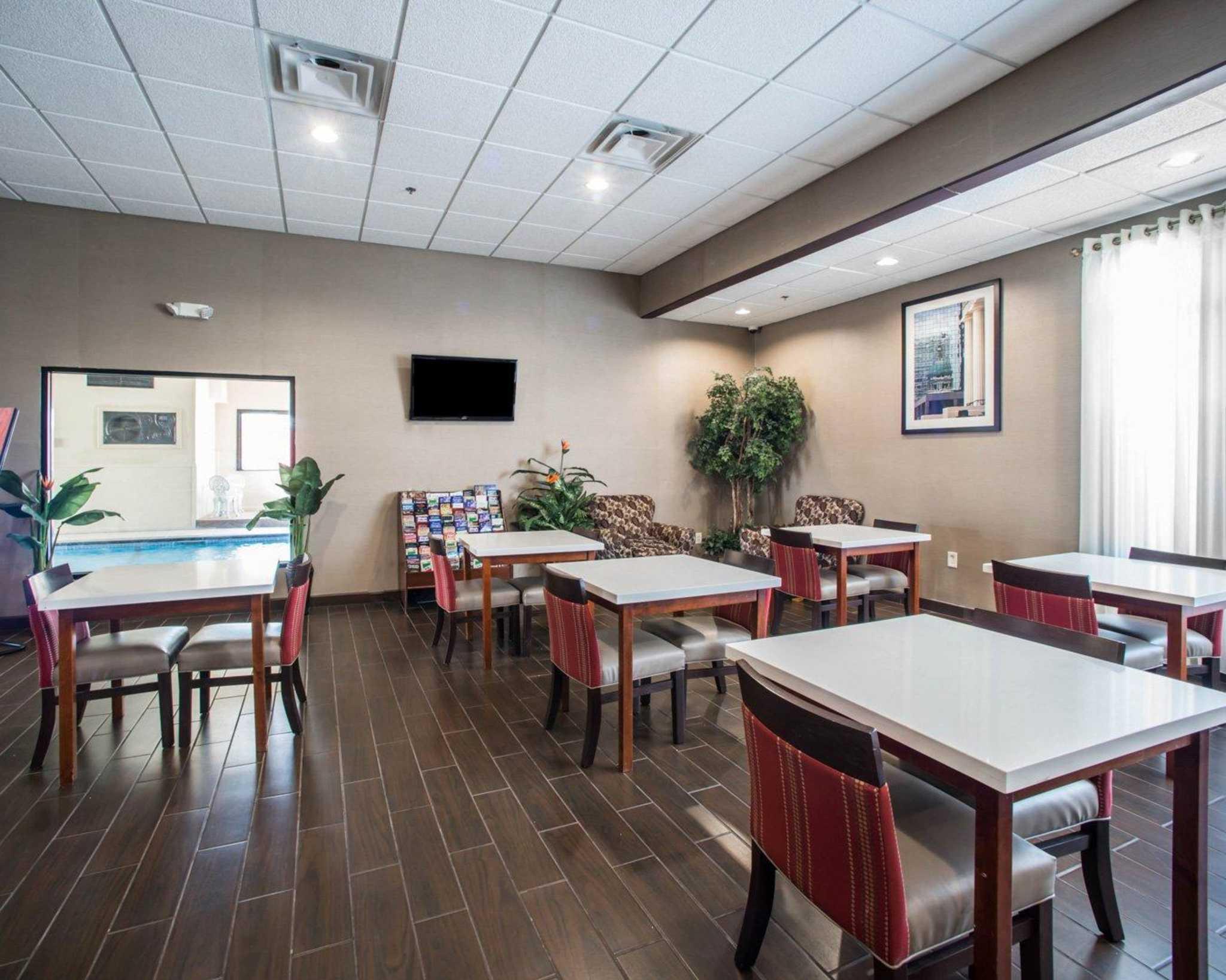 Comfort Inn Amp Suites Hazelwood St Louis At 7133 Douglas