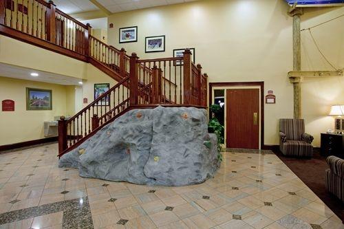 Holiday Inn Express & Suites Charlotte Arpt-Belmont image 4