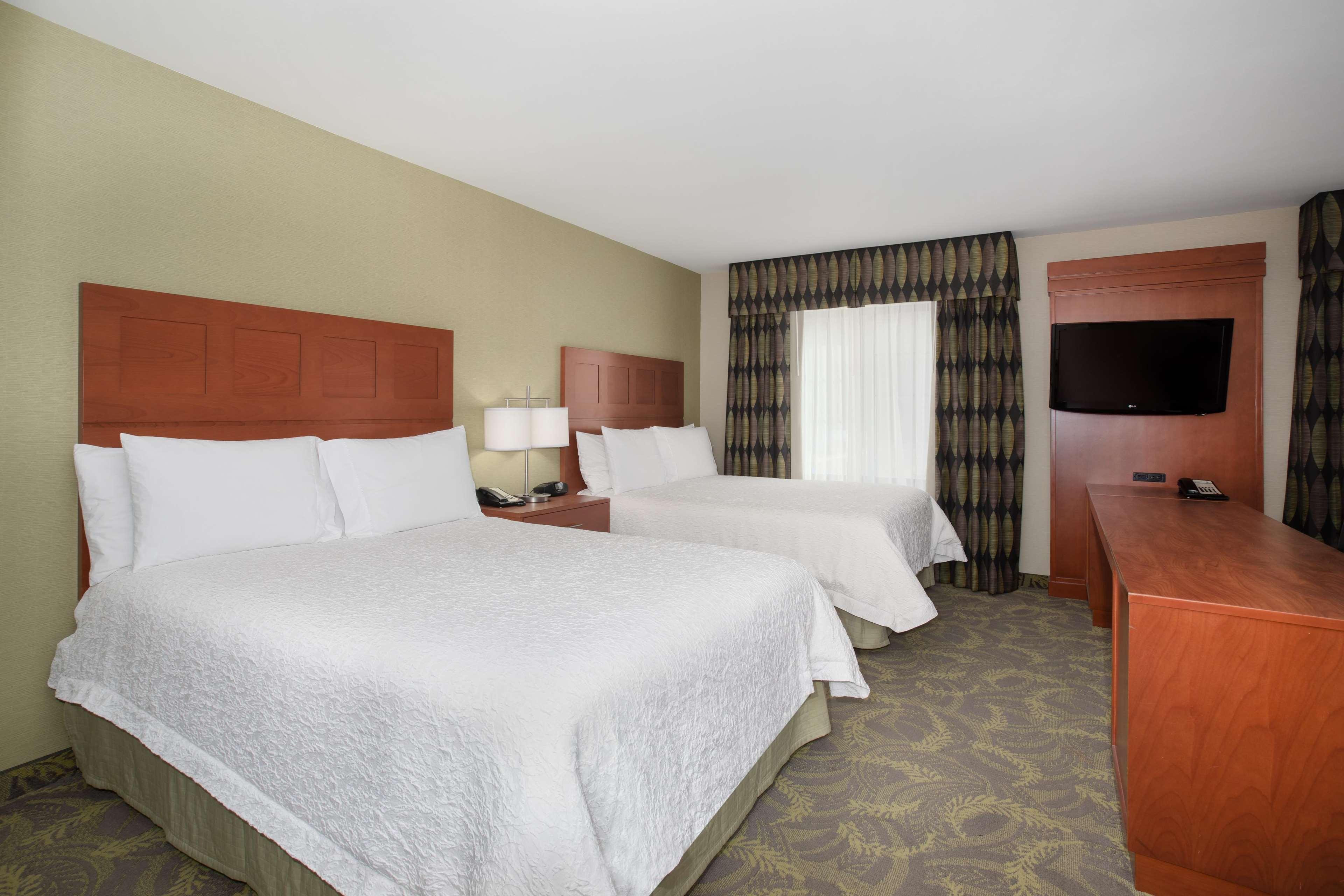 Hampton Inn & Suites Astoria image 27