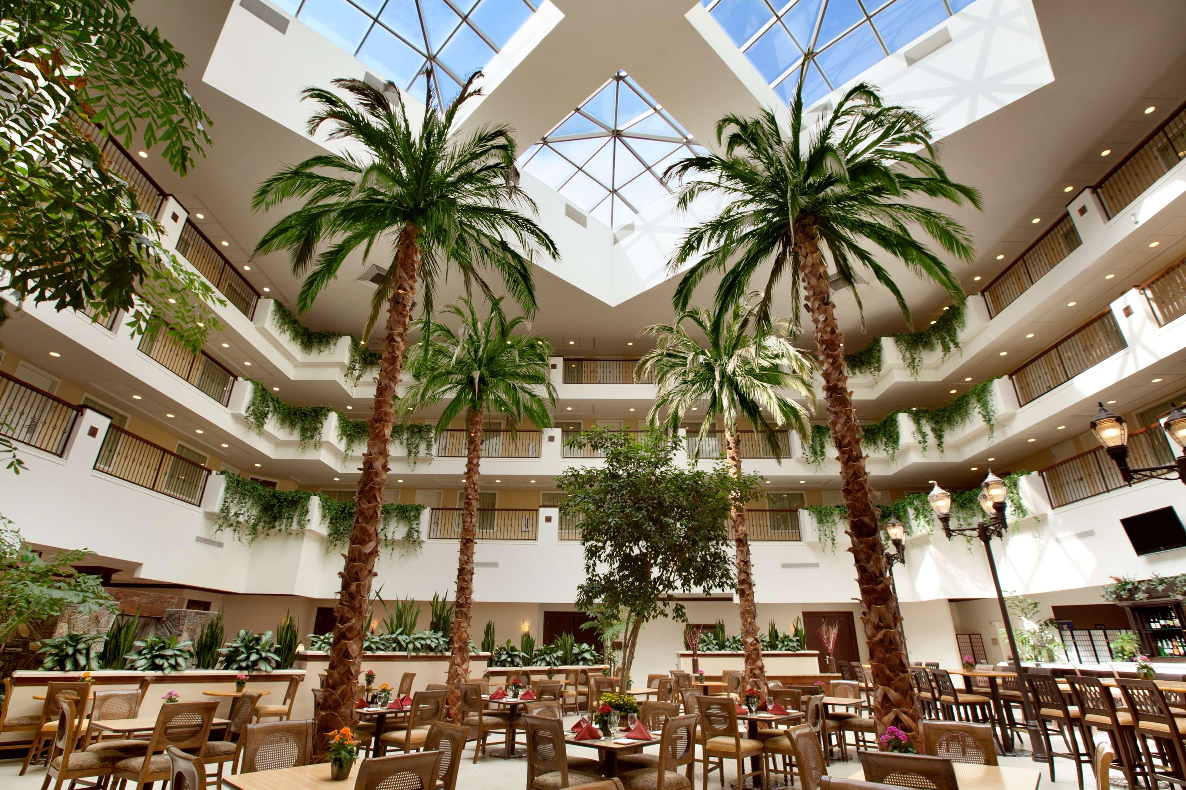 Embassy Suites by Hilton La Quinta Hotel & Spa image 4