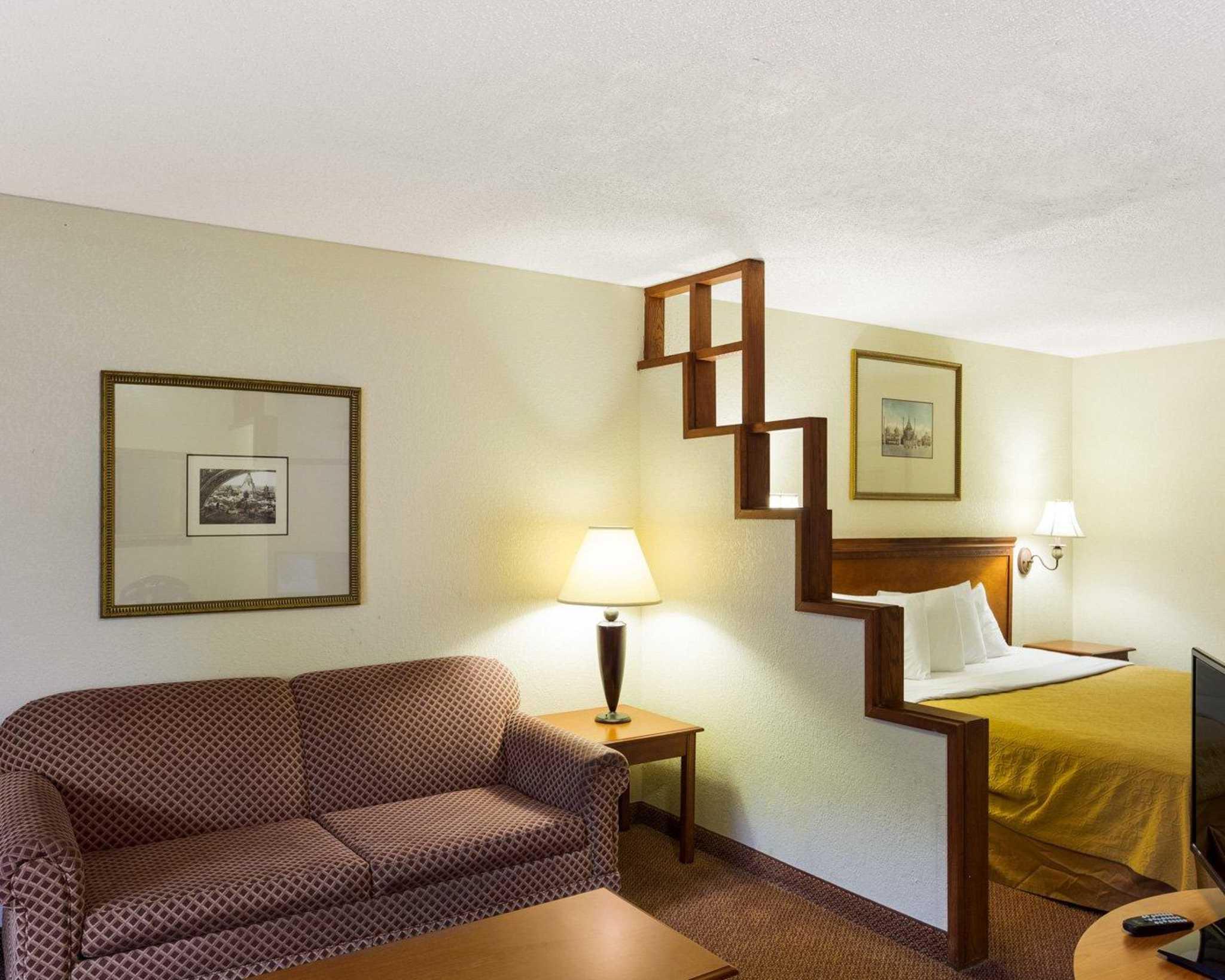 Rodeway Inn & Suites Fiesta Park image 16