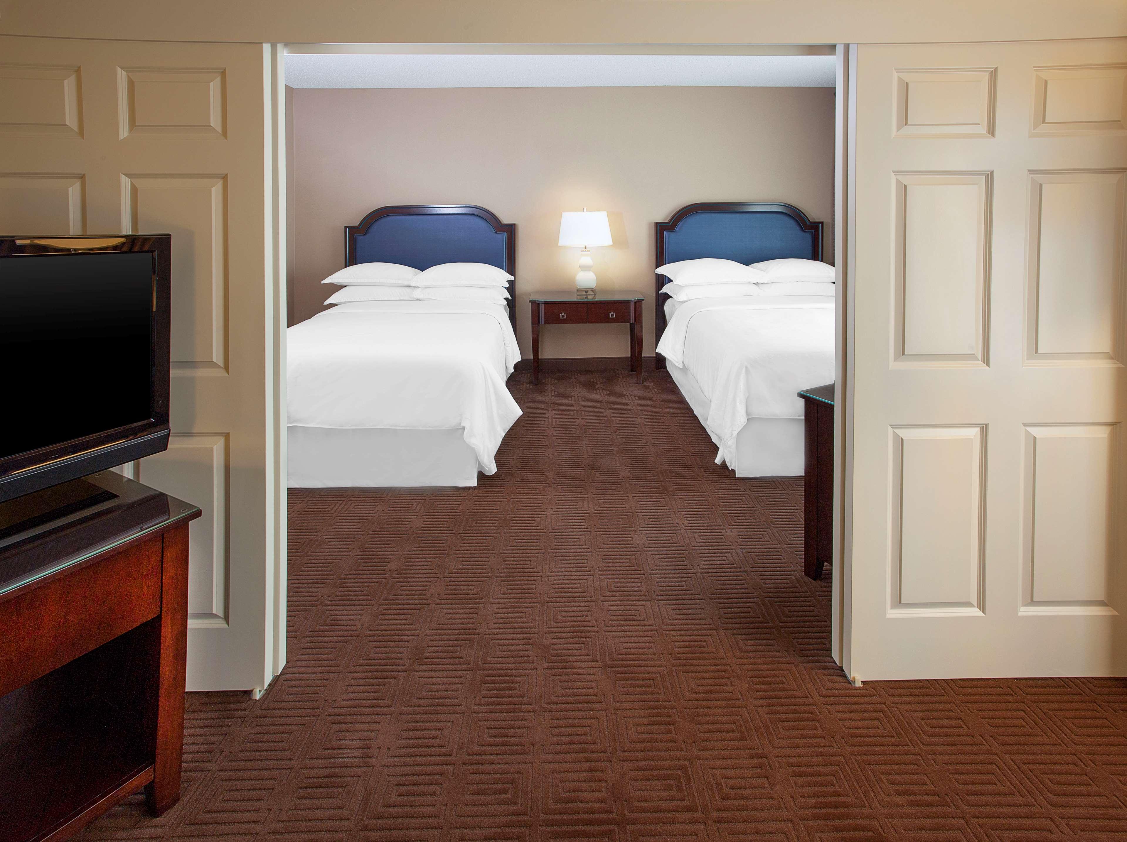 Sheraton Suites Houston Near The Galleria image 3