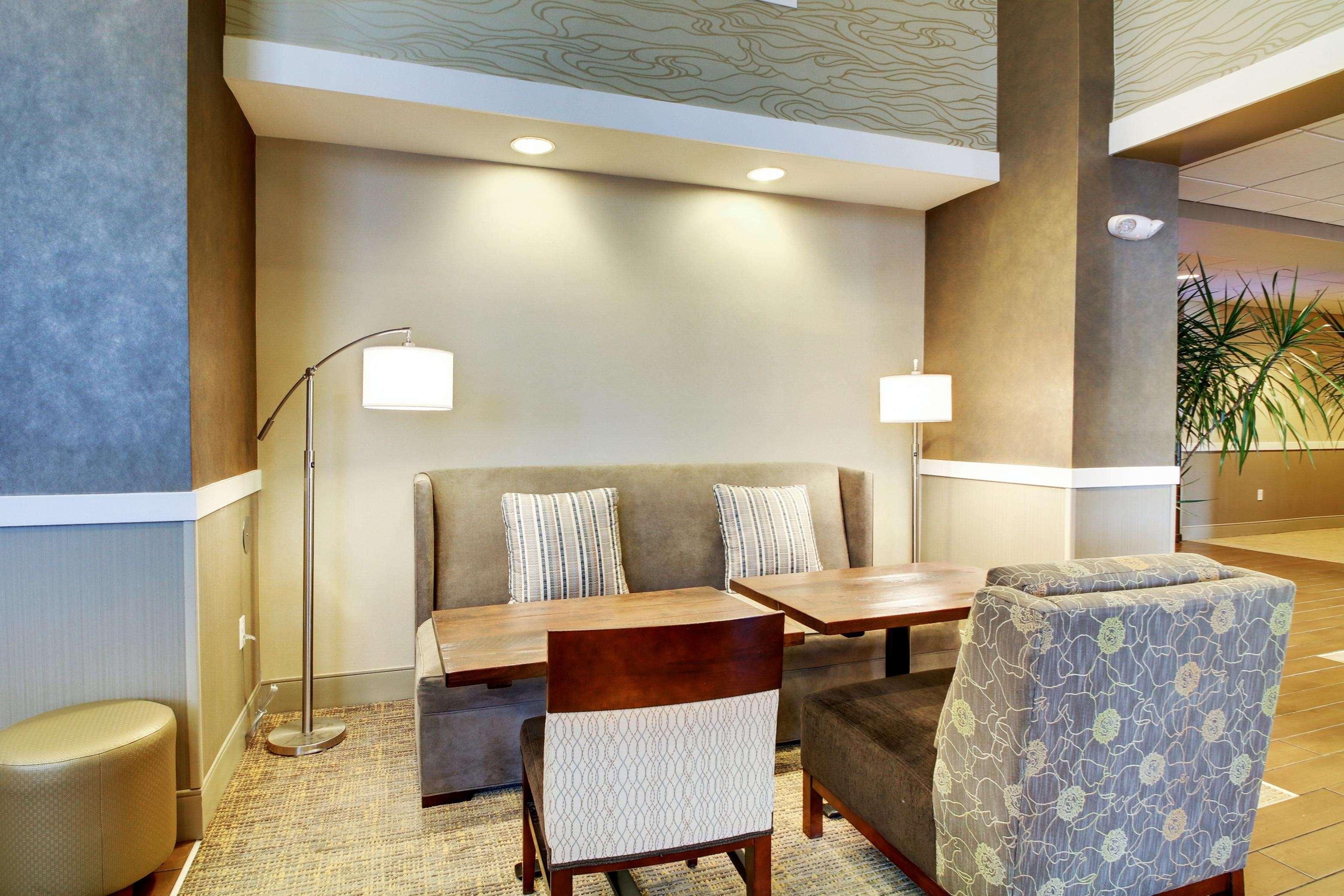 Hampton Inn & Suites Milwaukee West image 8