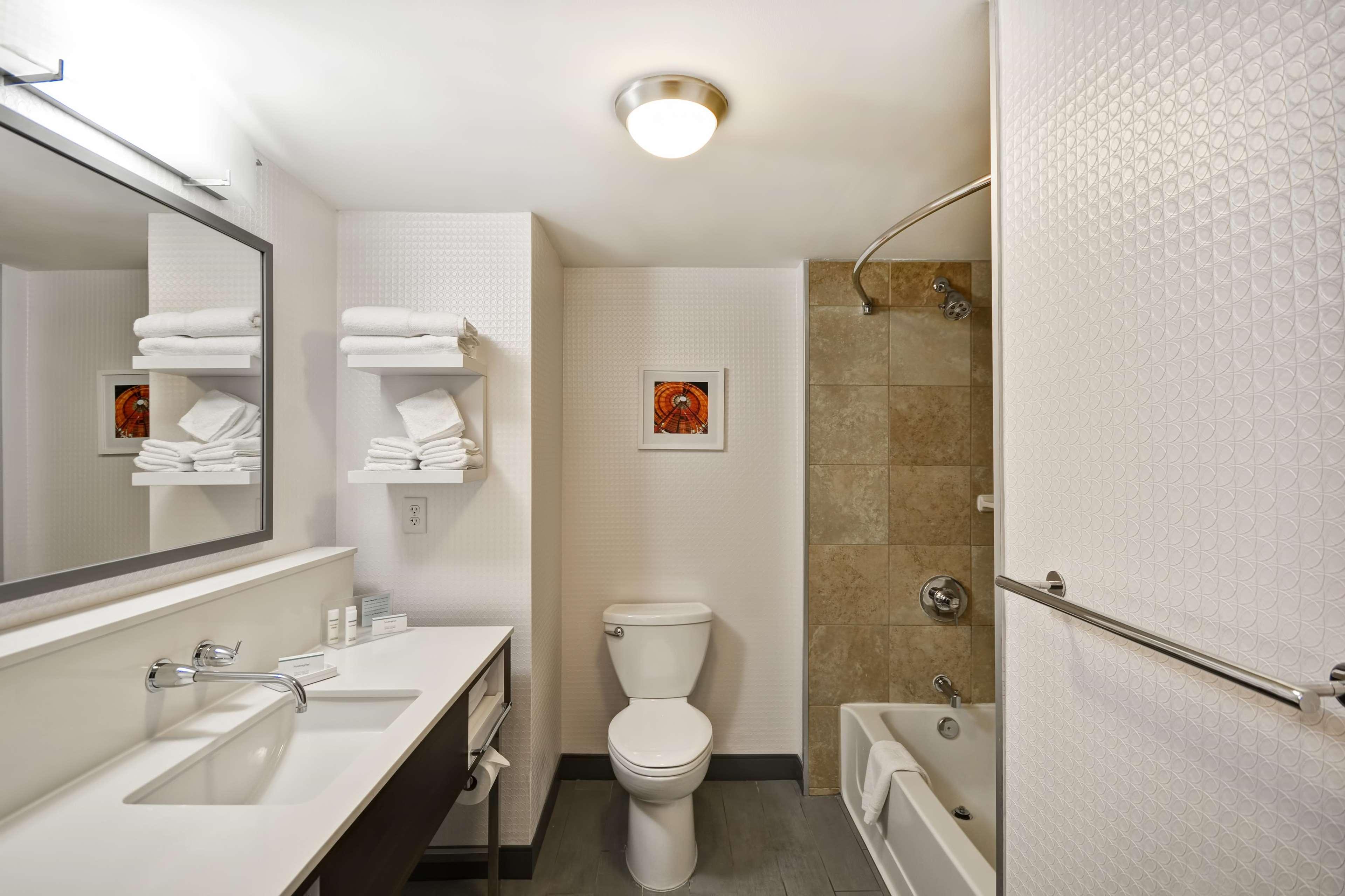 Hampton Inn & Suites Columbus-Easton Area image 52