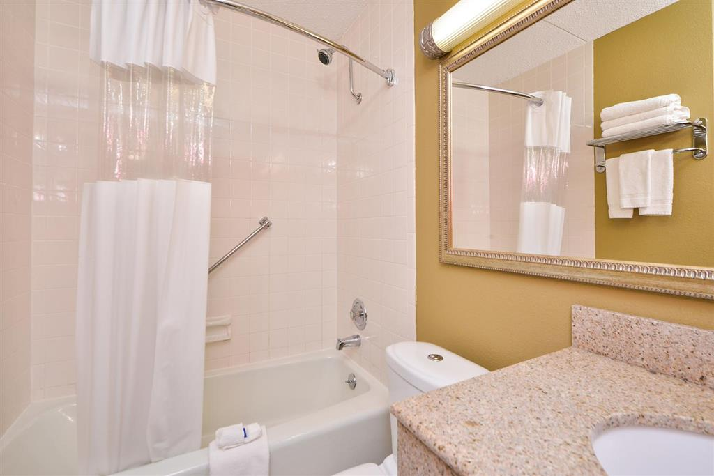 Americas Best Value Inn Albert Lea image 18