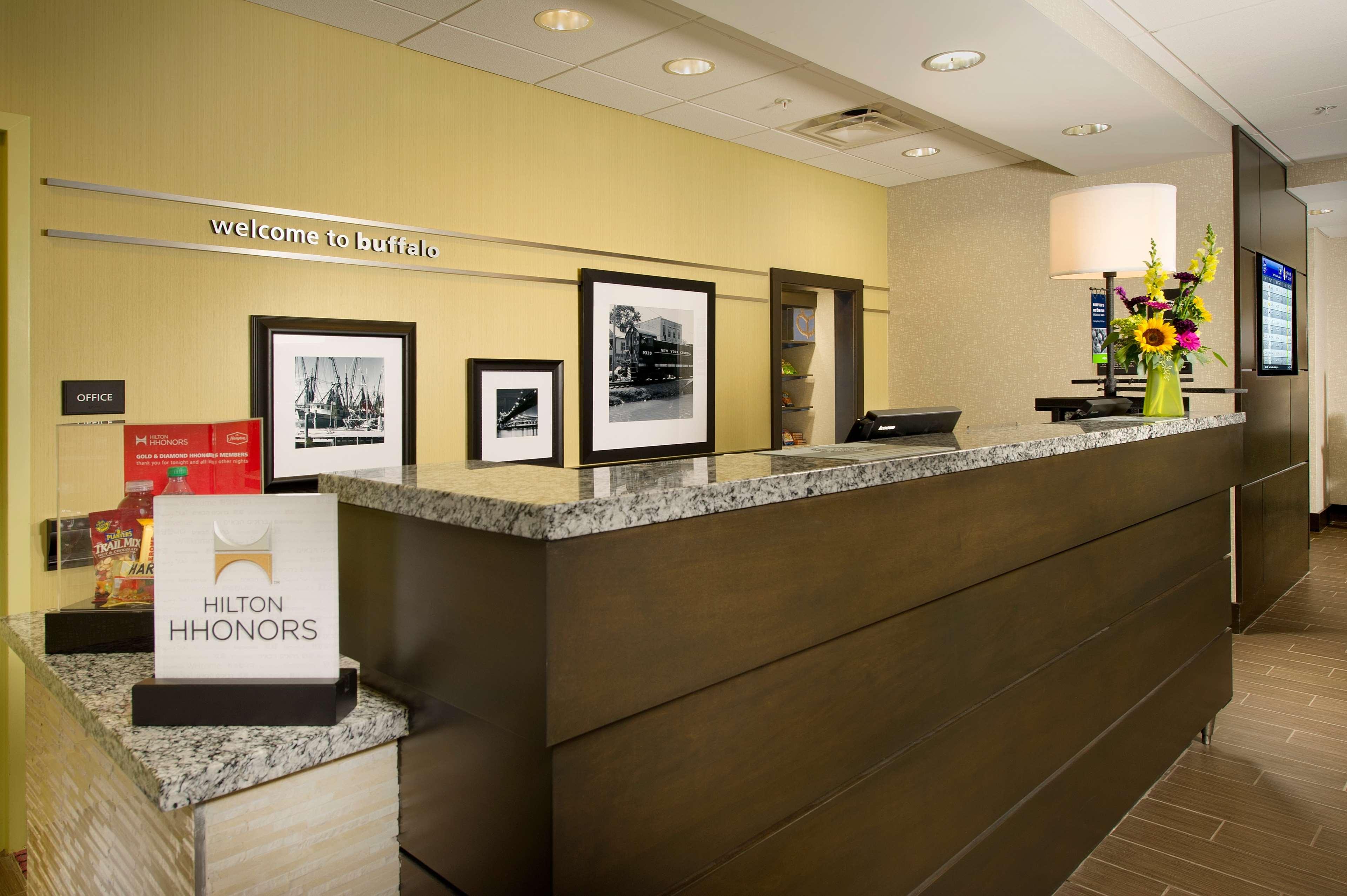 Hampton Inn & Suites Buffalo Airport image 4