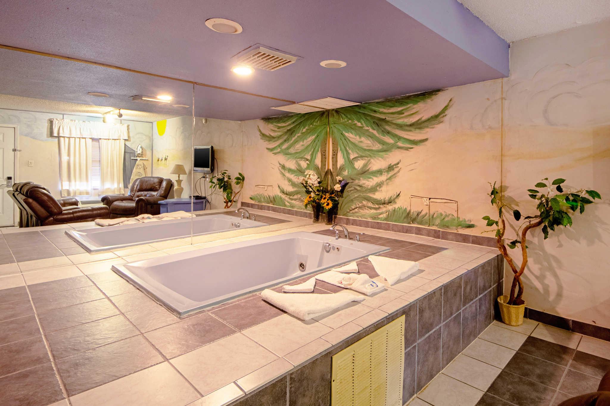 Rodeway Inn & Suites image 50