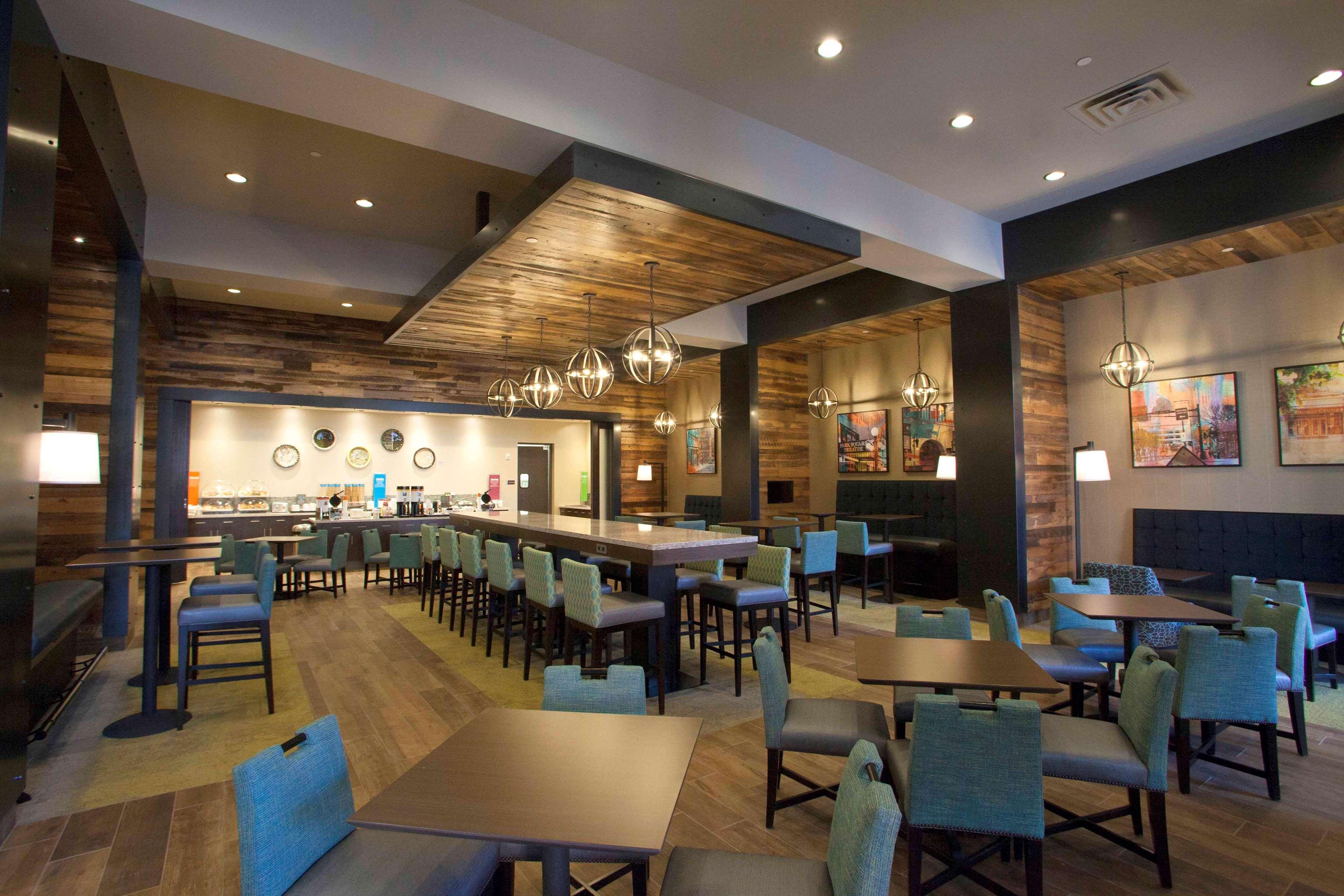 Hampton Inn & Suites Downtown St. Paul image 3