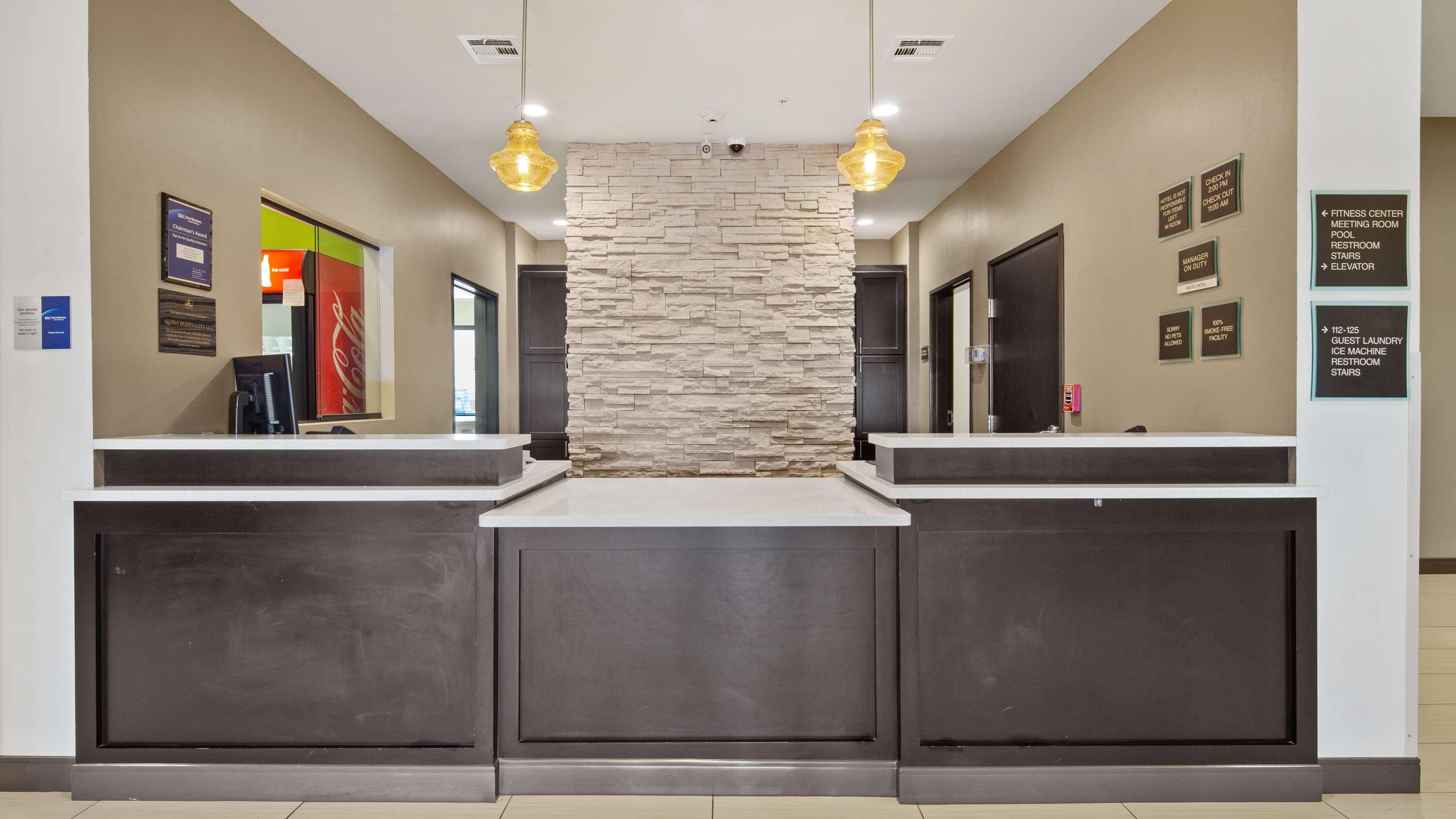 Best Western Lindsay Inn & Suites image 4