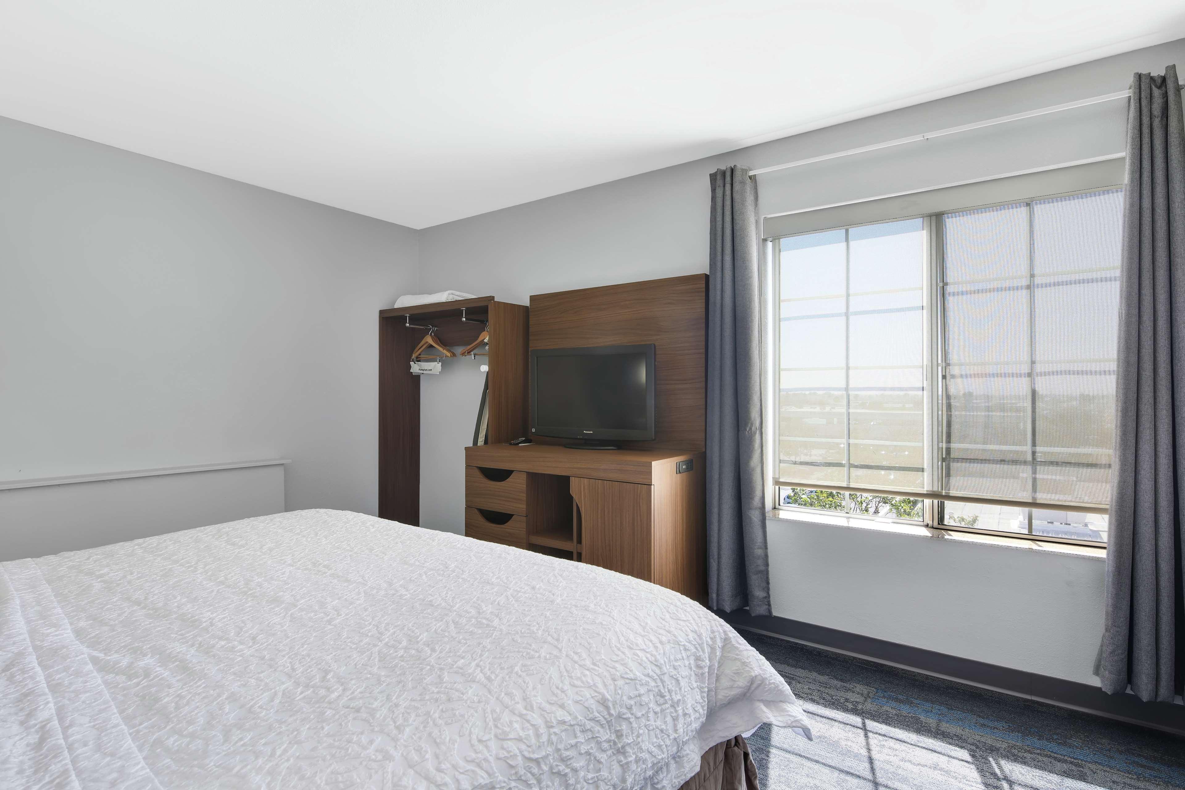 Hampton Inn & Suites Santa Ana/Orange County Airport in Santa Ana, CA, photo #37