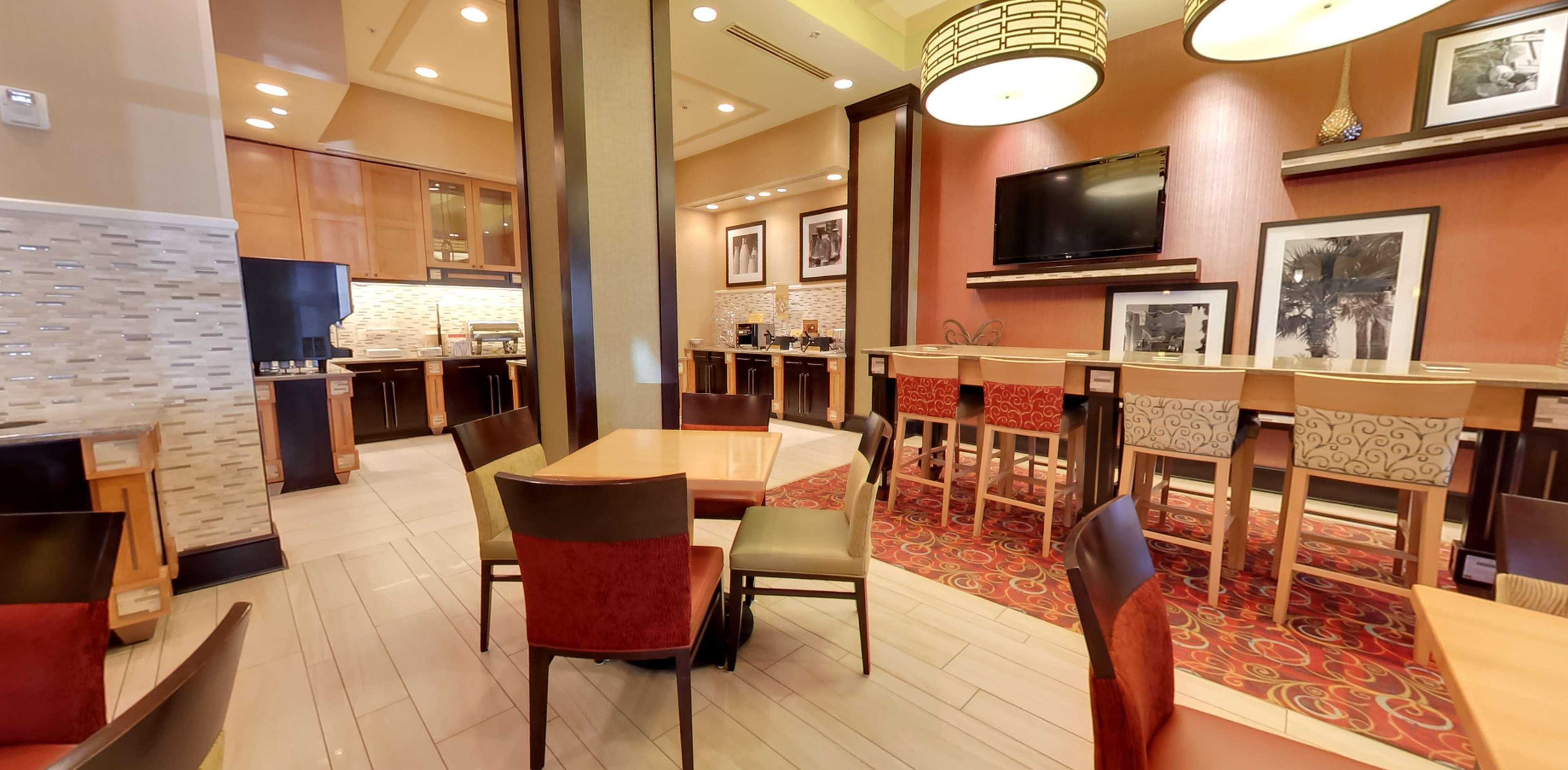 Hampton Inn & Suites St. Petersburg/Downtown image 7
