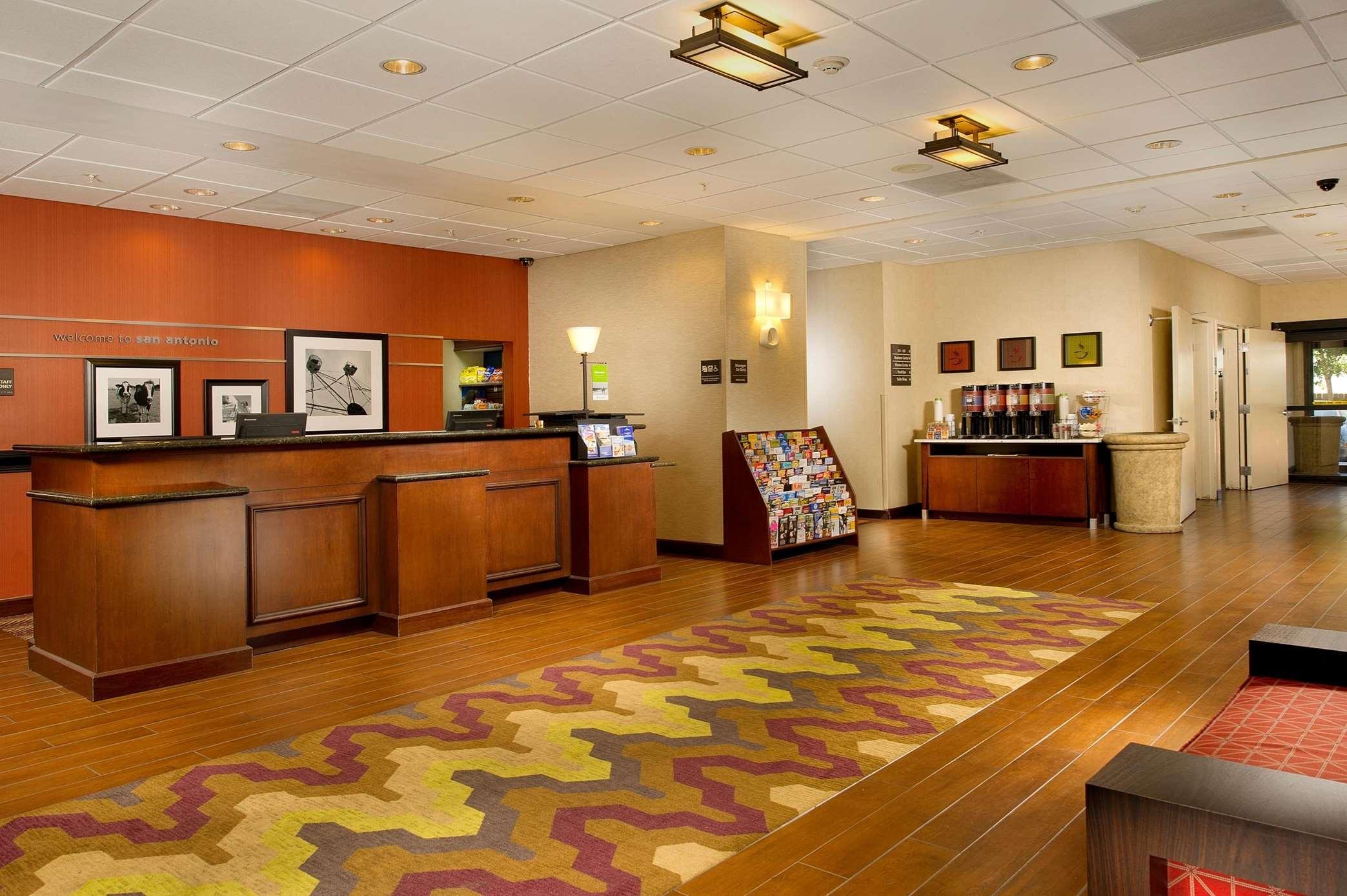Hampton Inn & Suites San Antonio-Airport image 16