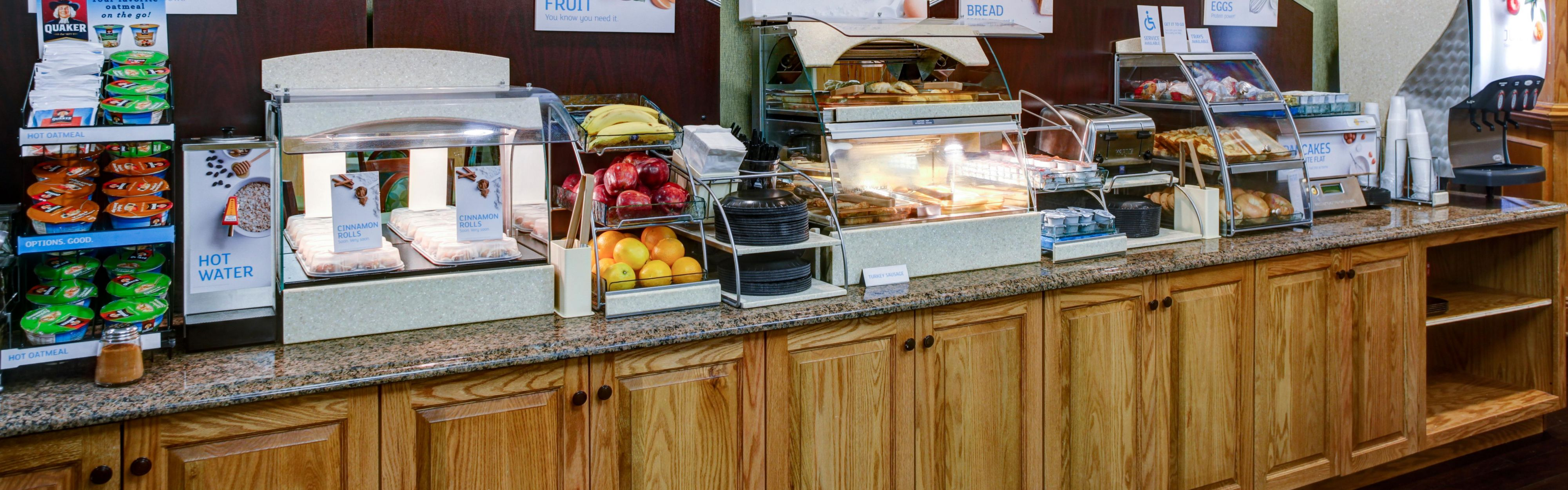 Holiday Inn Express & Suites Atlanta Buckhead image 3