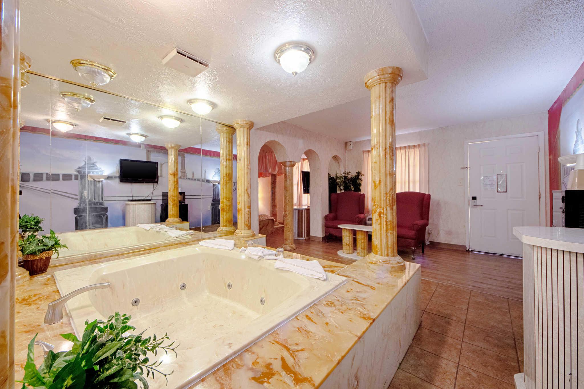 Rodeway Inn & Suites image 43