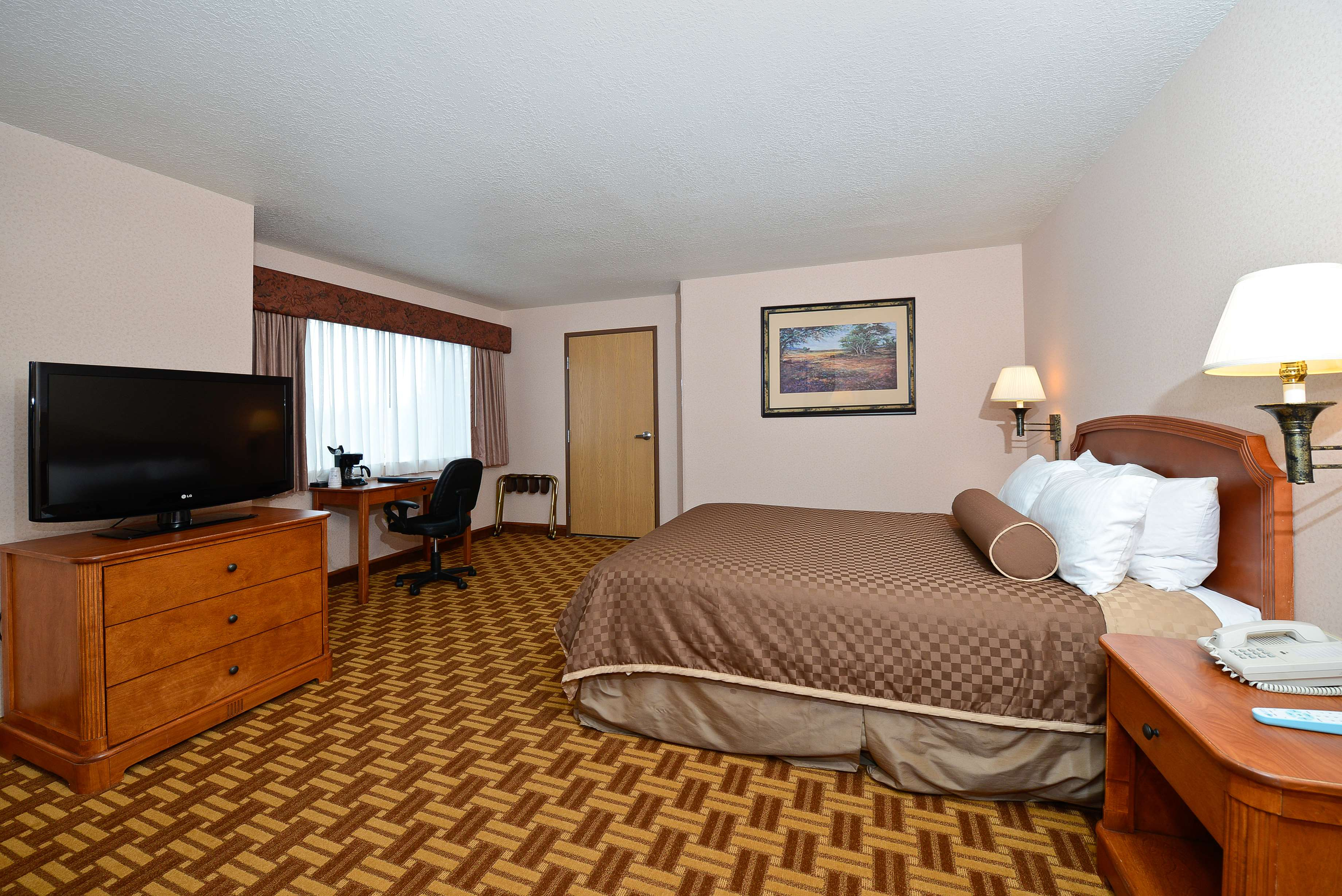 Best Western Harbour Pointe Lakefront image 49