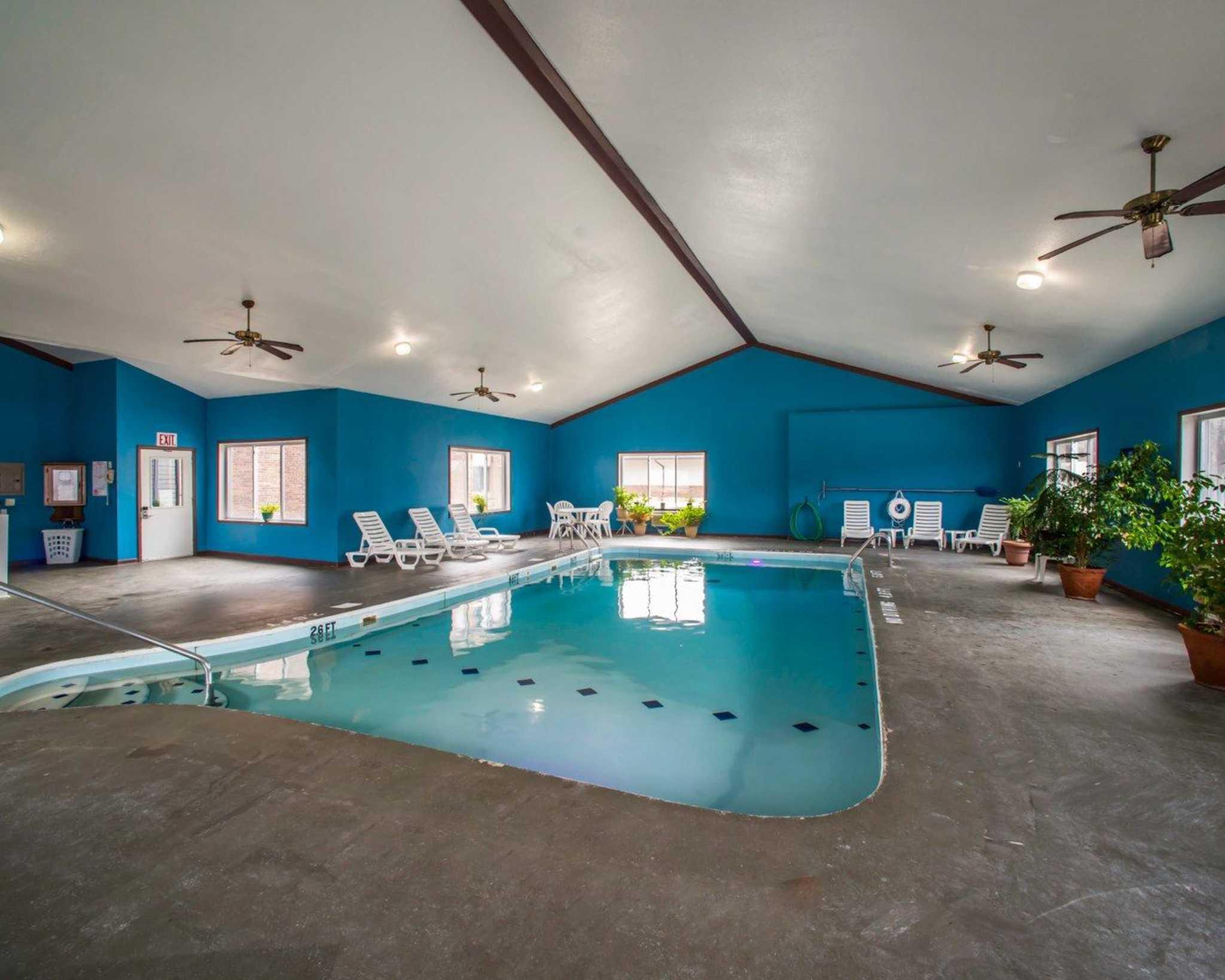 Econo Lodge Inn & Suites image 35