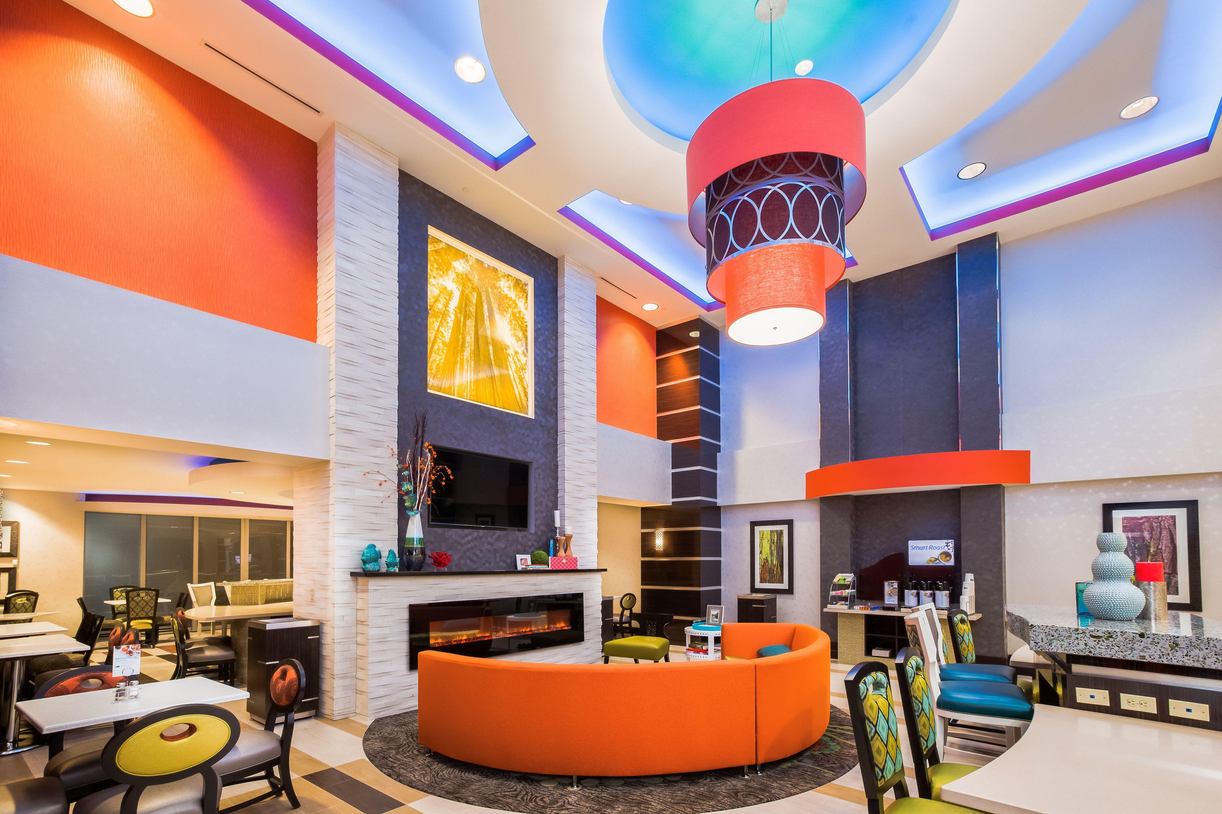 Holiday Inn Express & Suites Eureka image 5