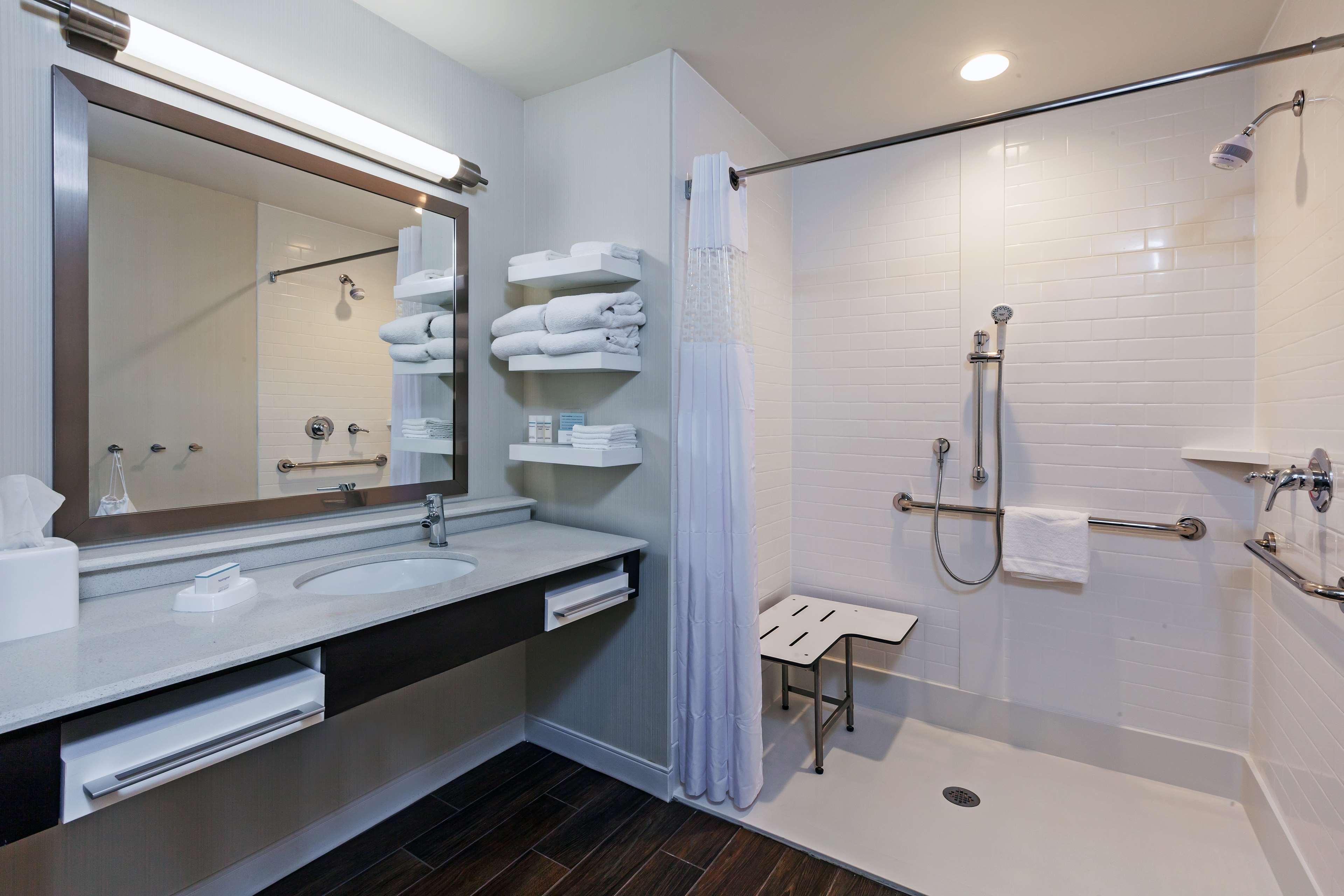 Hampton Inn & Suites Claremore image 32