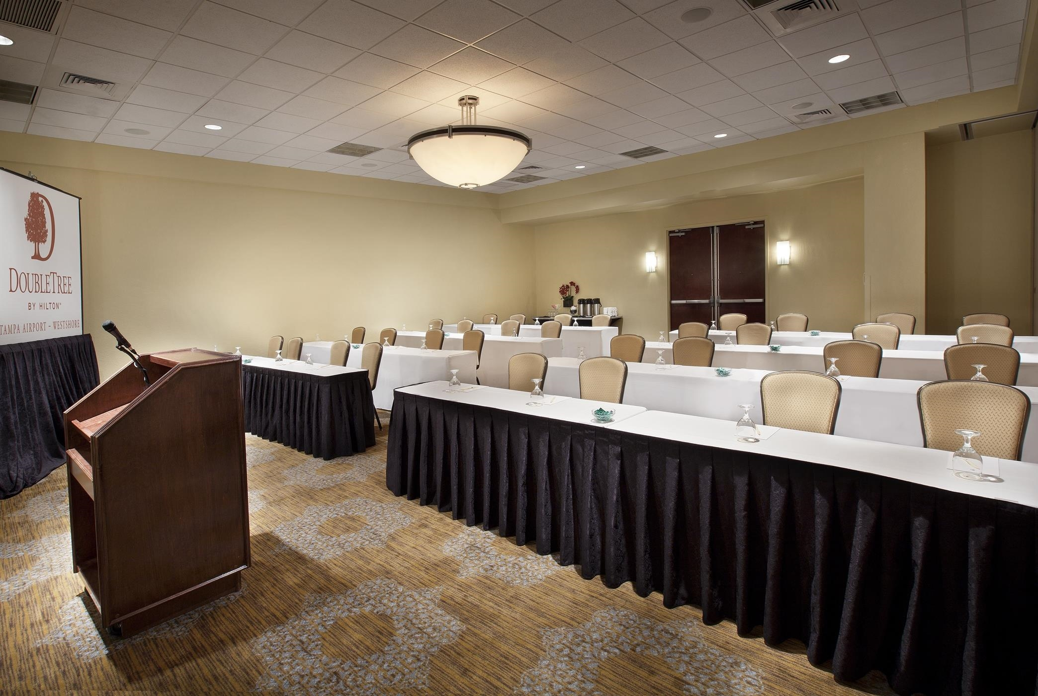 DoubleTree by Hilton Hotel Tampa Airport - Westshore image 3