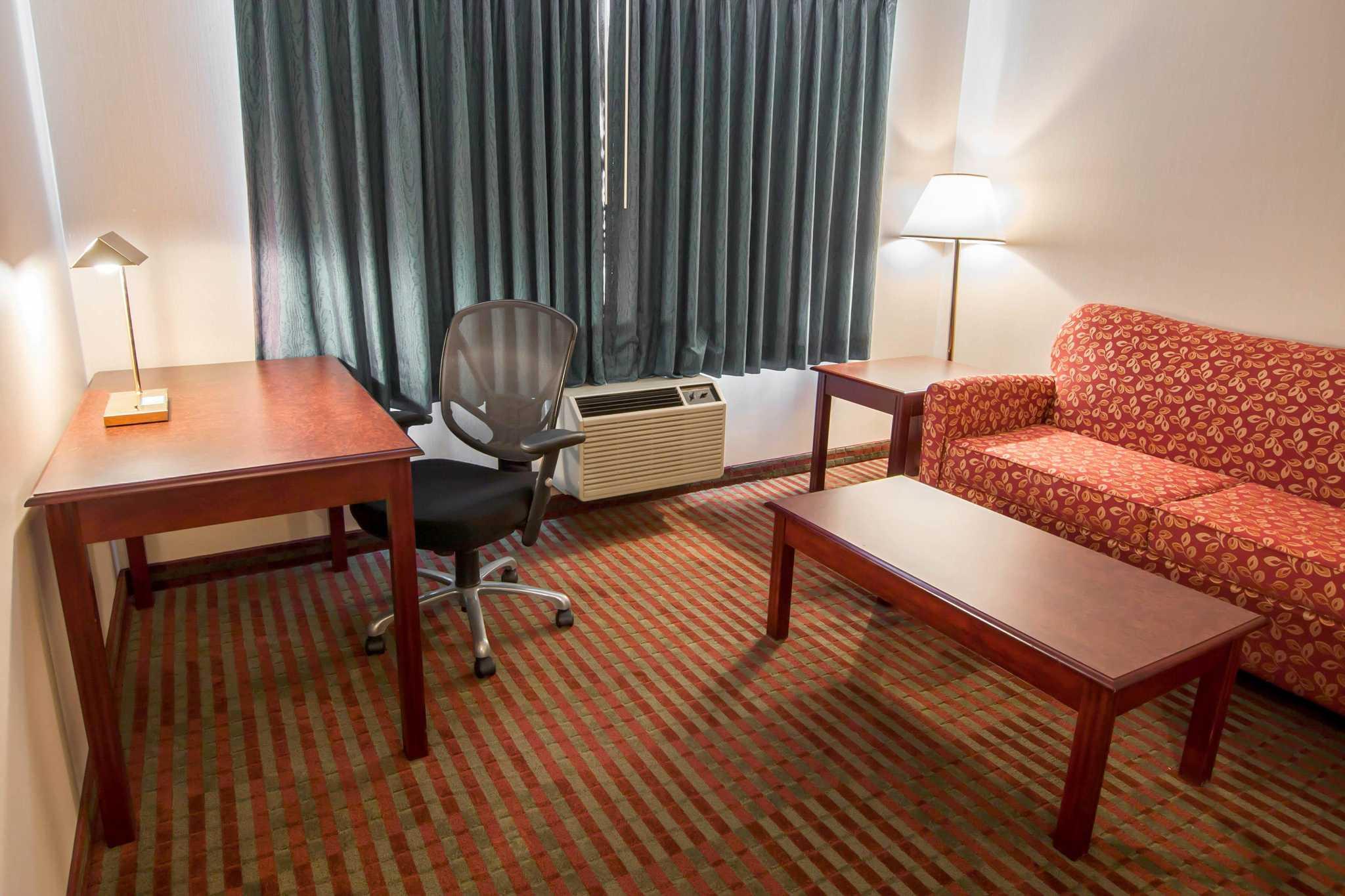 Rodeway Inn & Suites image 30