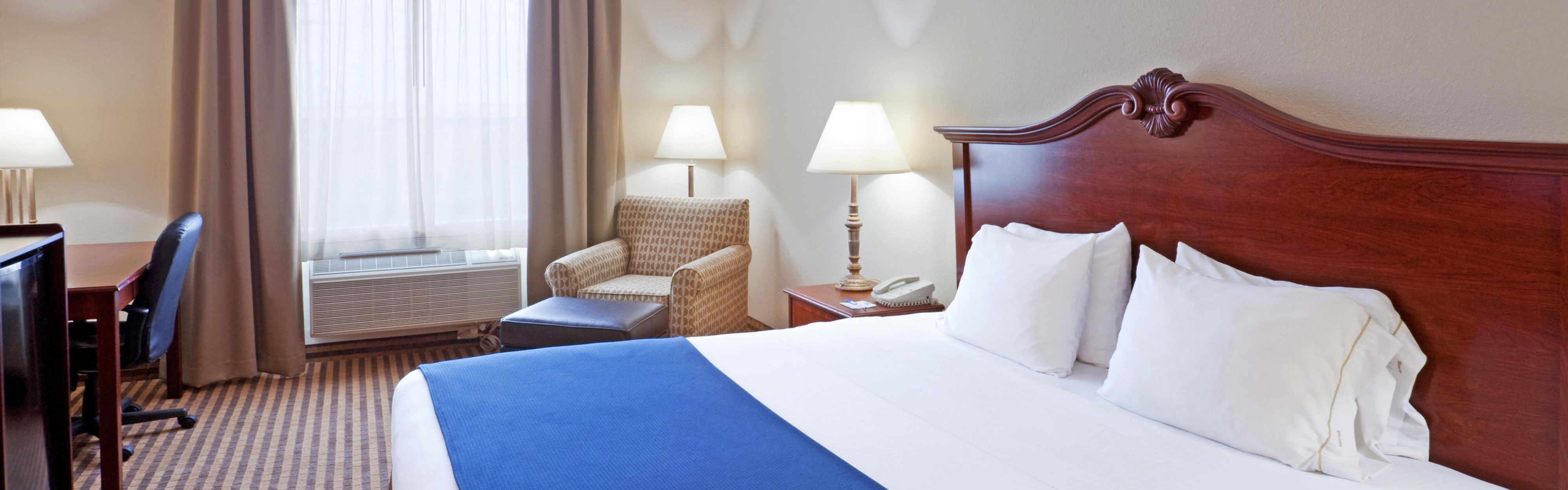Holiday Inn Express & Suites Waxahachie image 1