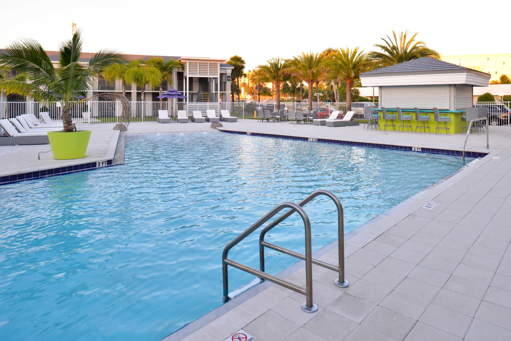 Clarion Inn & Suites Orlando near Theme Parks image 23