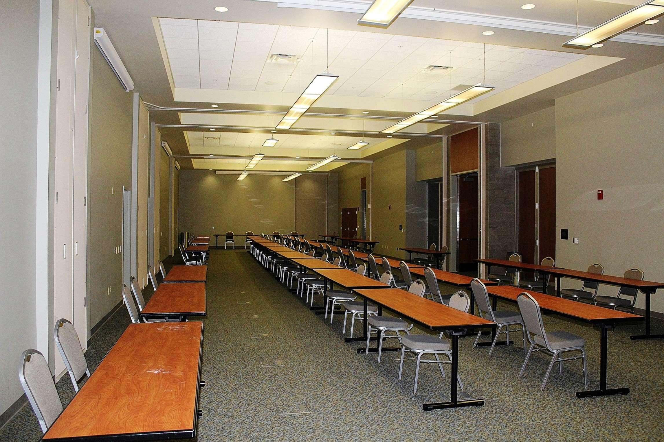 Hampton Inn & Suites California University-Pittsburgh image 27
