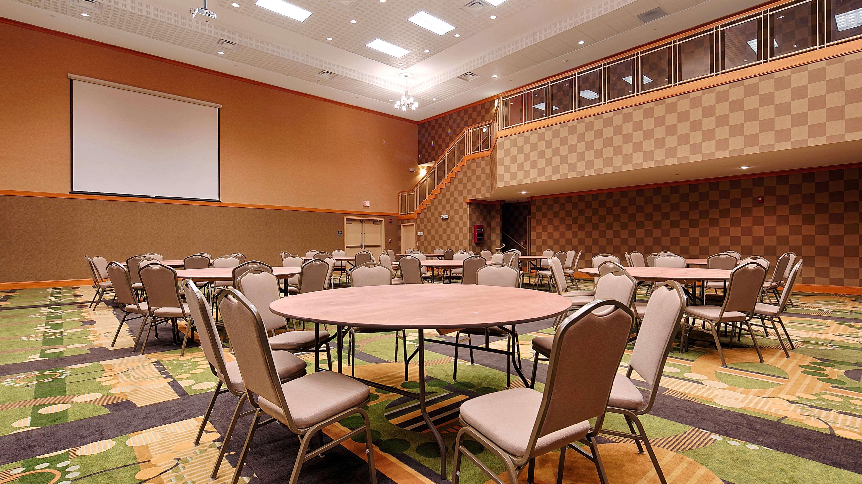 Best Western Plus Rose City Conference Center Inn image 13