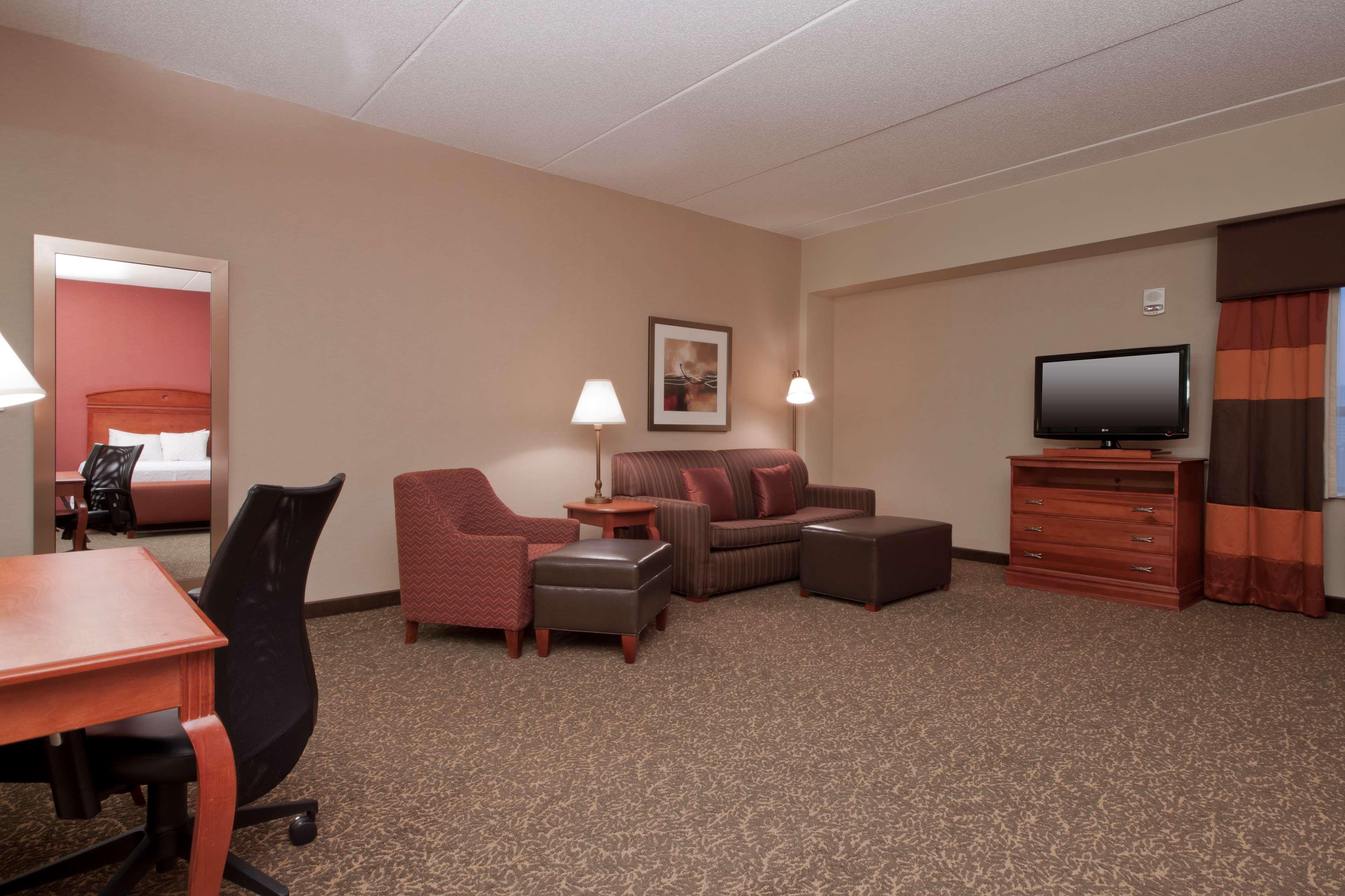 Hampton Inn & Suites Pittsburgh-Downtown image 23