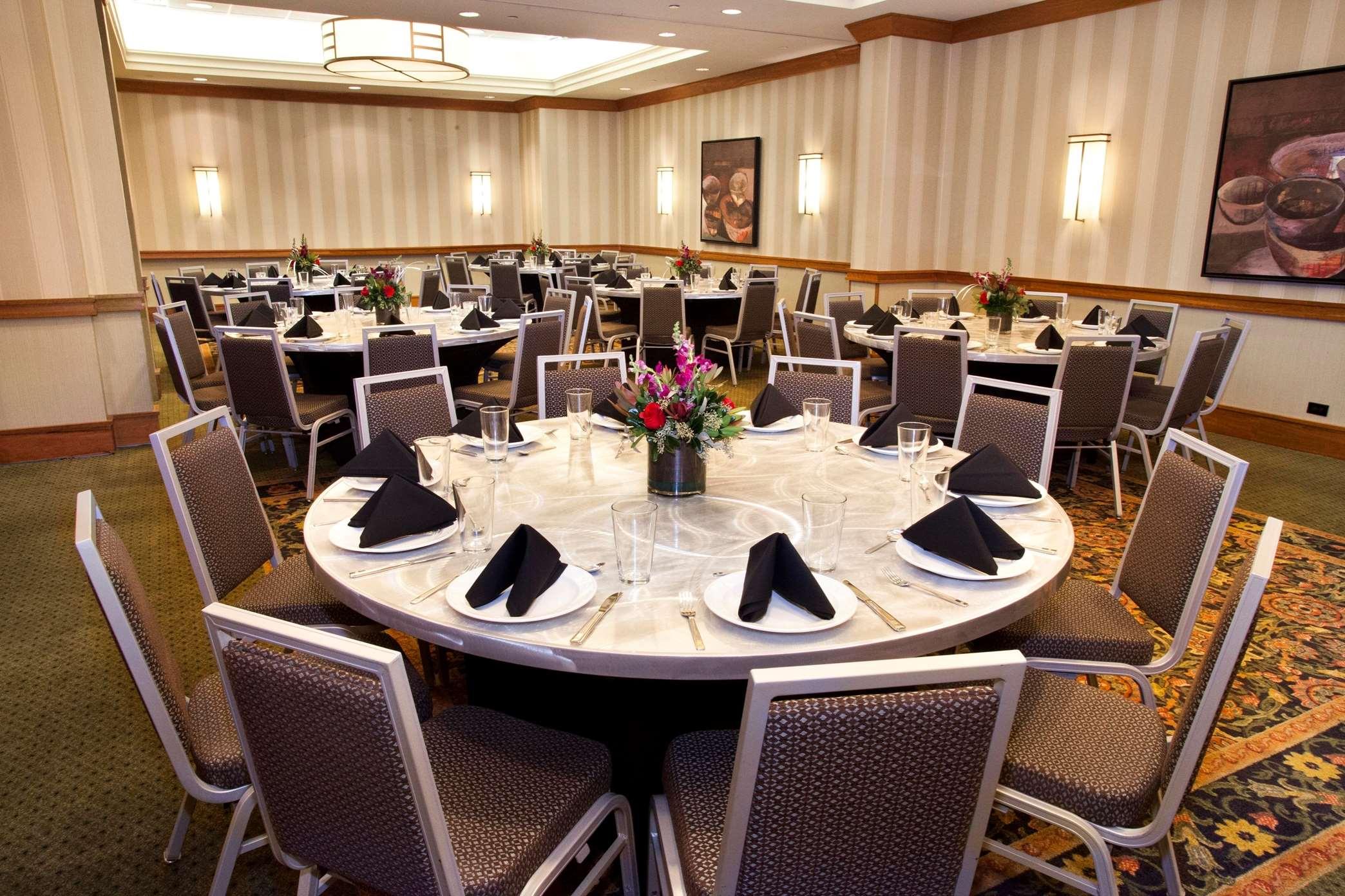 Hilton Chicago/Oak Brook Suites image 0