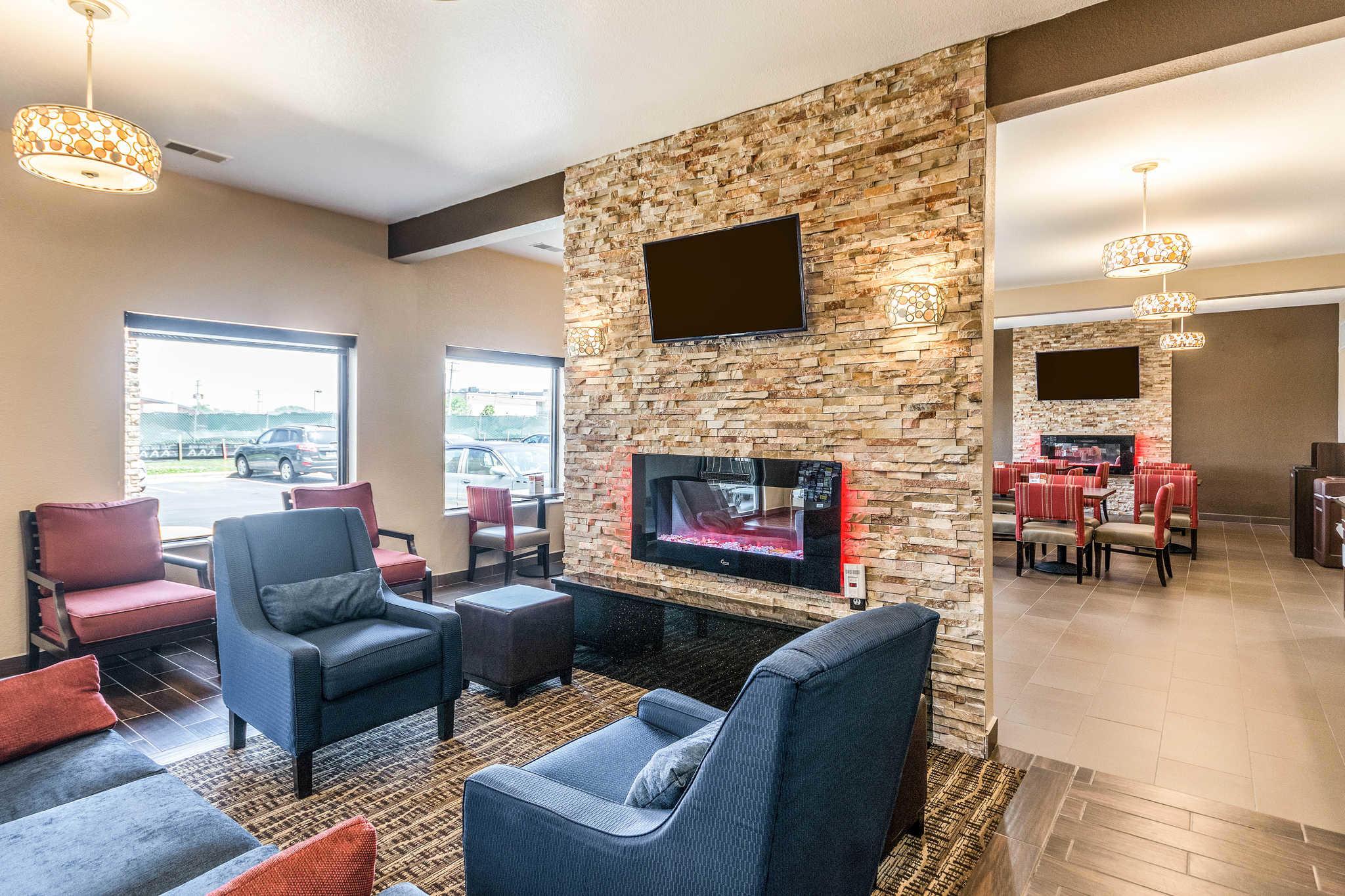 Comfort Inn & Suites North Aurora - Naperville image 5