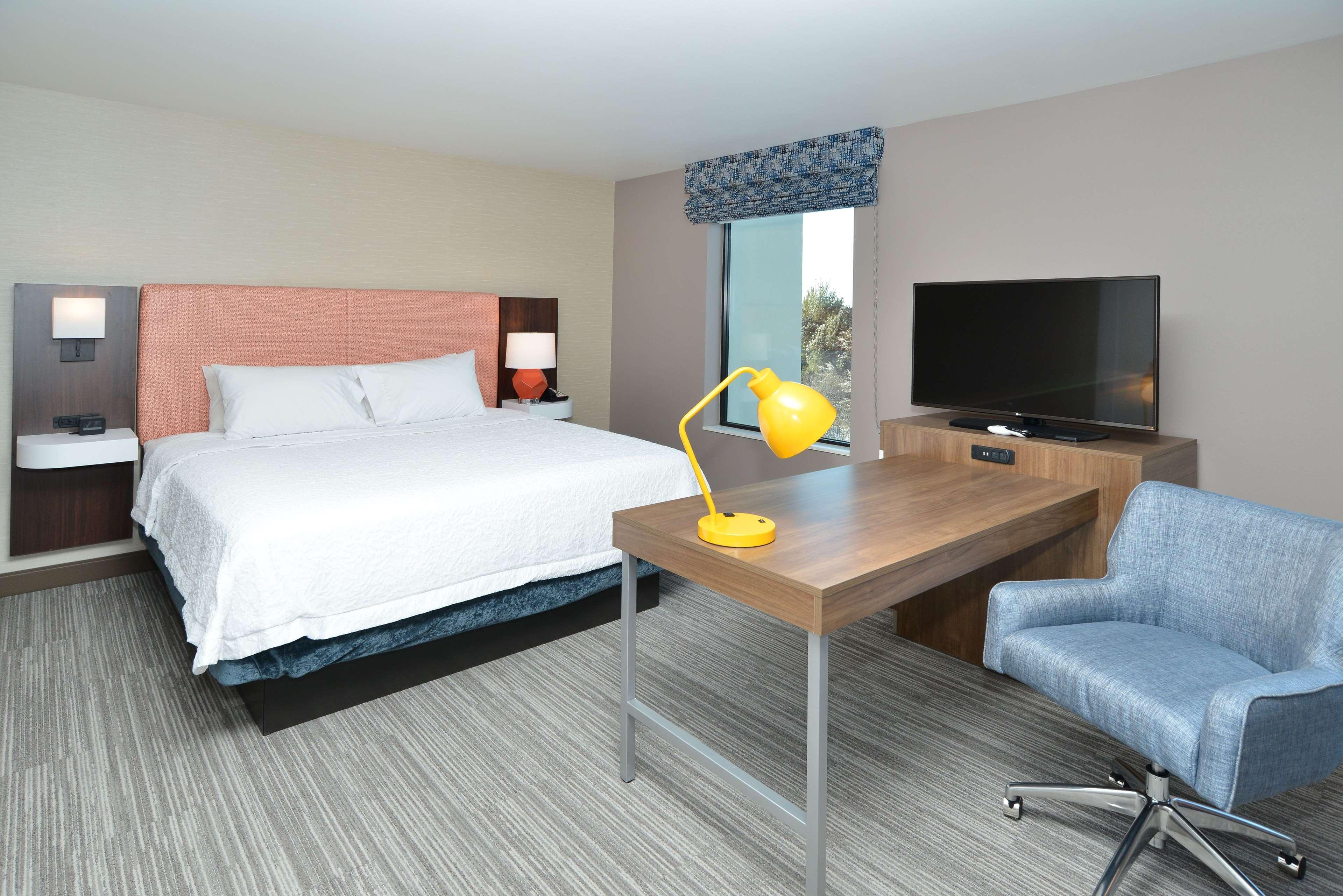 Hampton Inn & Suites Menomonie-UW Stout image 8
