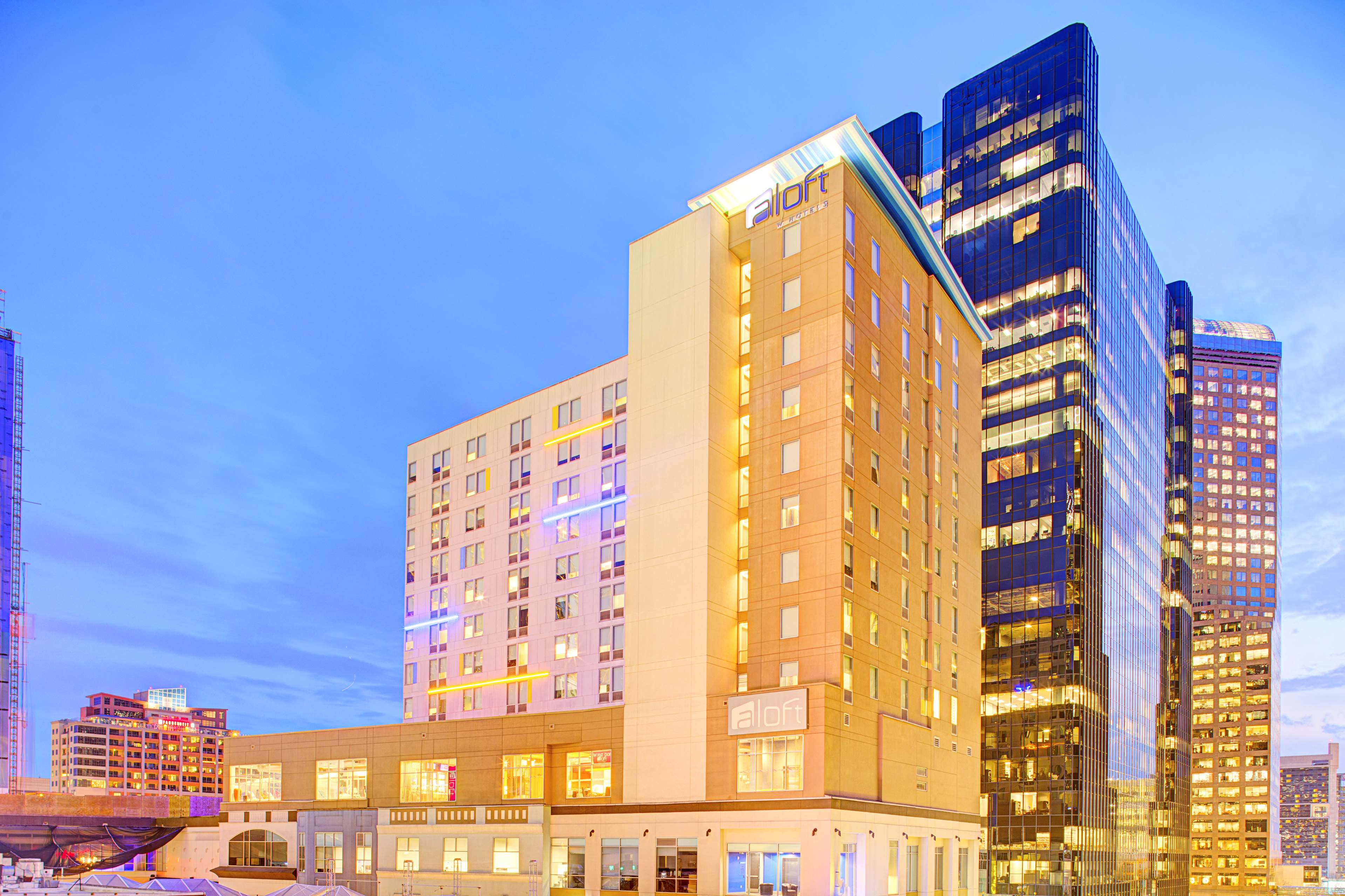 Aloft Charlotte Uptown at the EpiCentre image 0