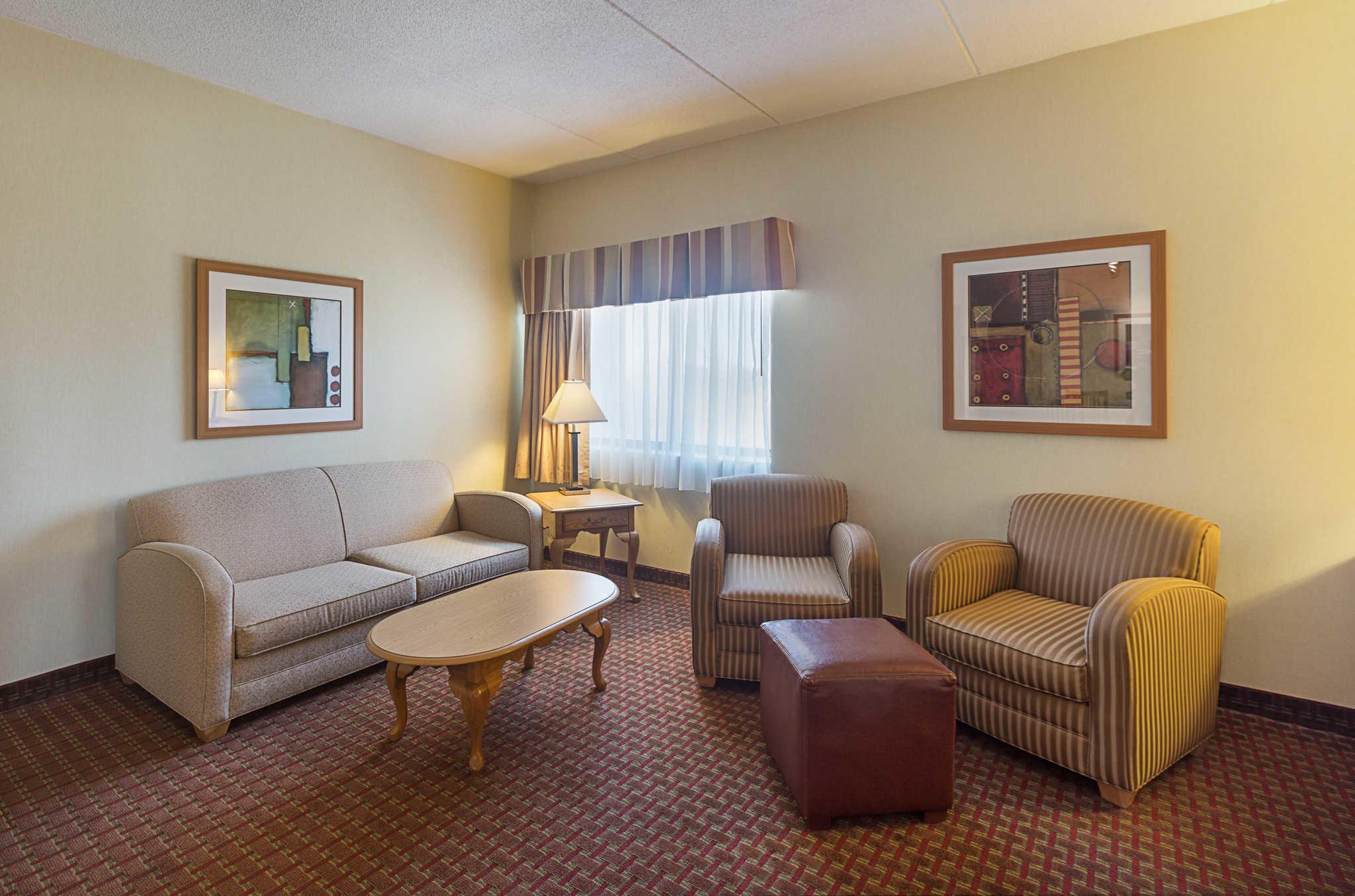 Quality Suites image 31