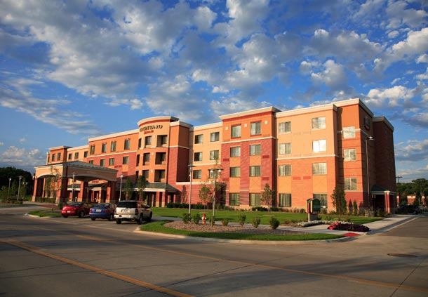Courtyard by Marriott Omaha Aksarben Village