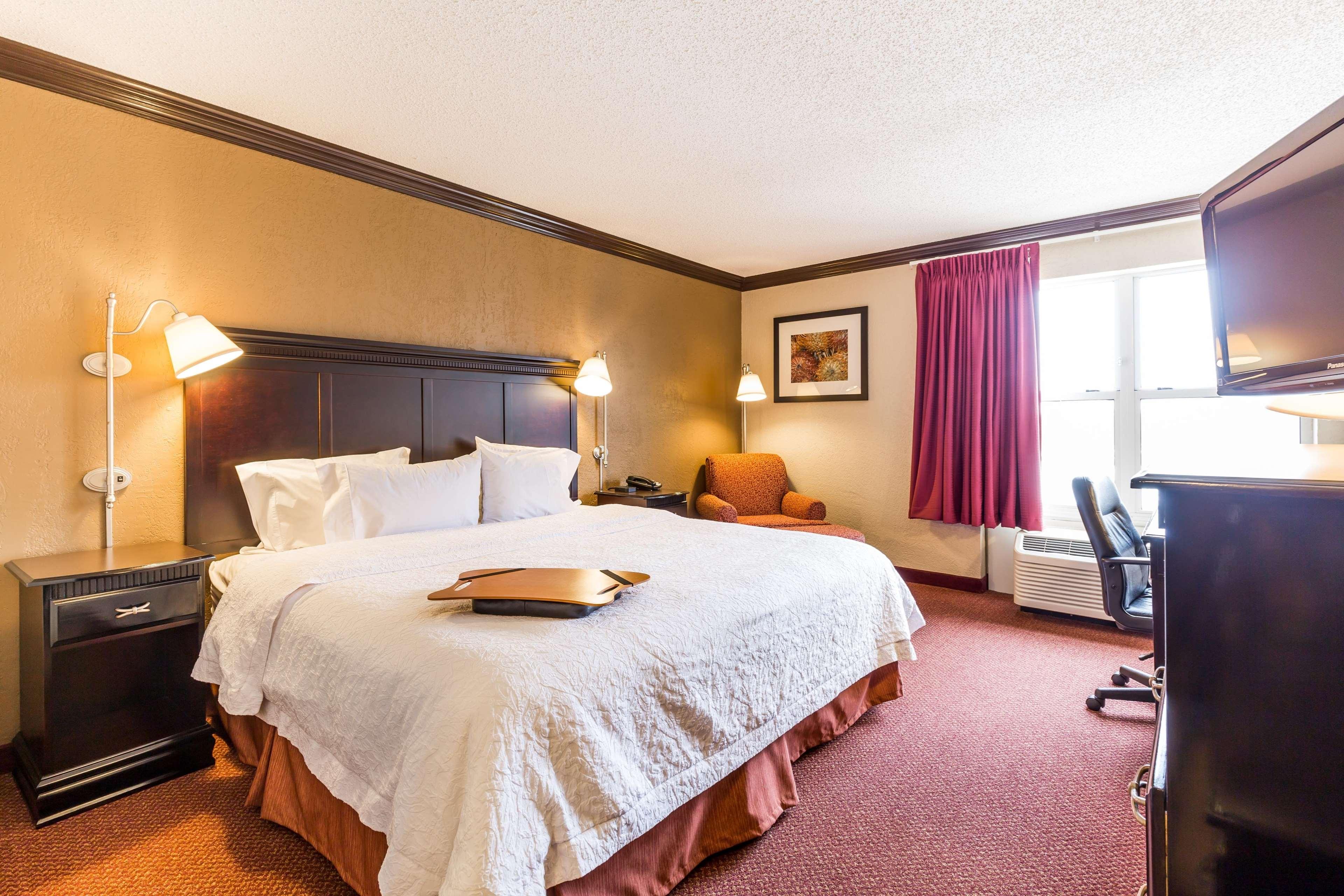 Hampton Inn & Suites Chicago/Hoffman Estates image 40