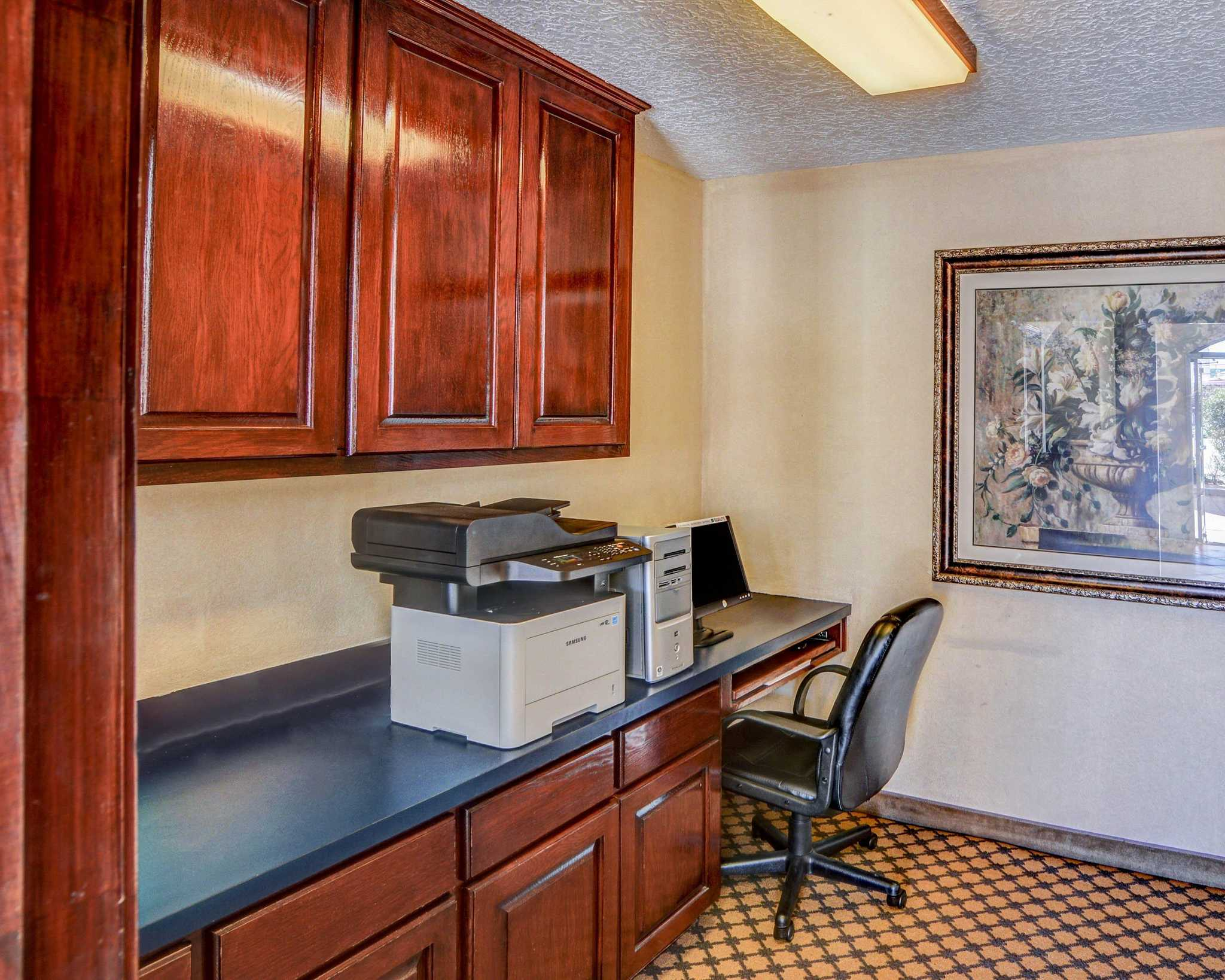 Quality Inn & Suites Canton image 26
